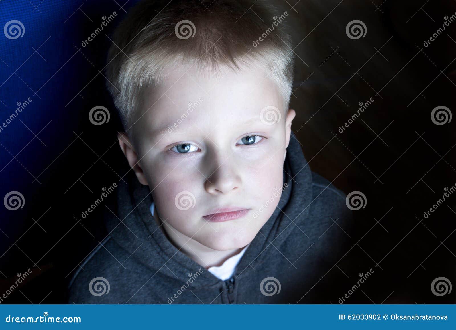 Niño triste del trastorno