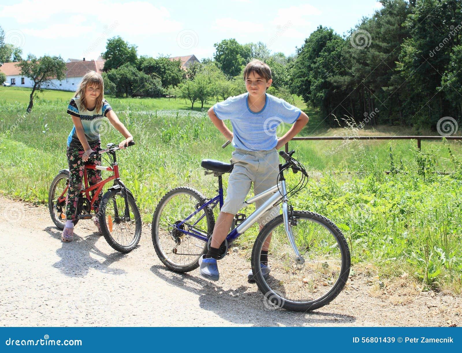 Niños con las bicis