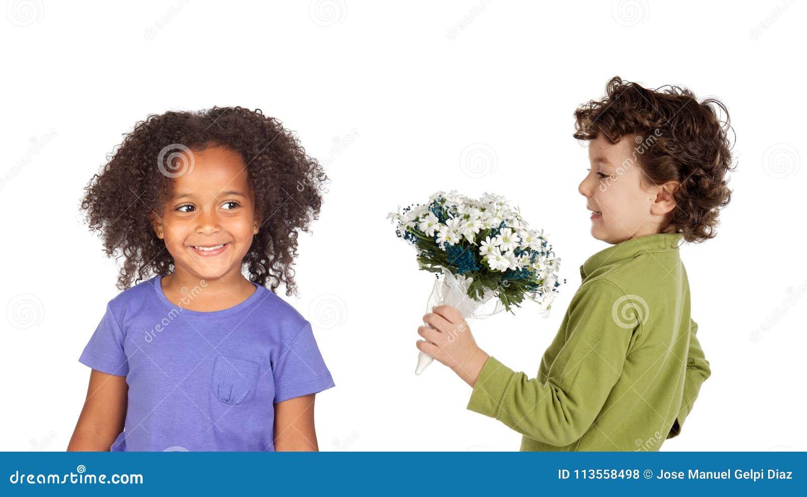 Niños divertidos en amor