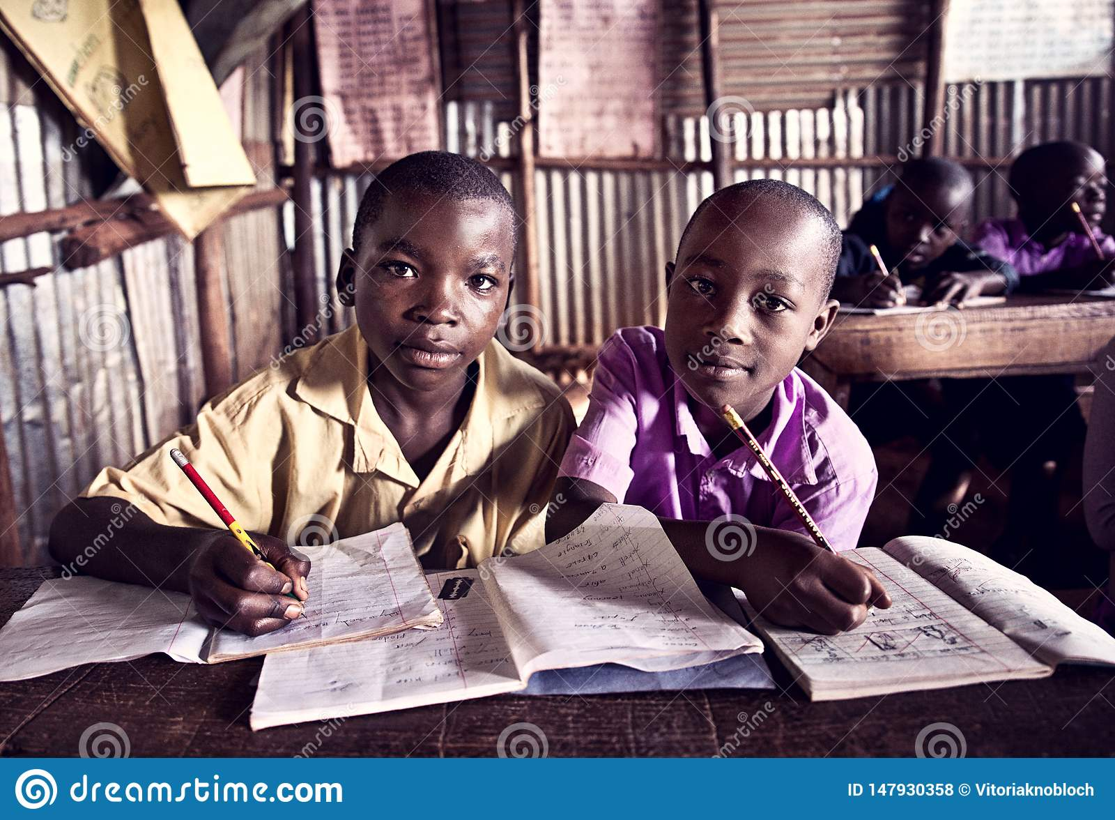 Niños en escuela en Uganda