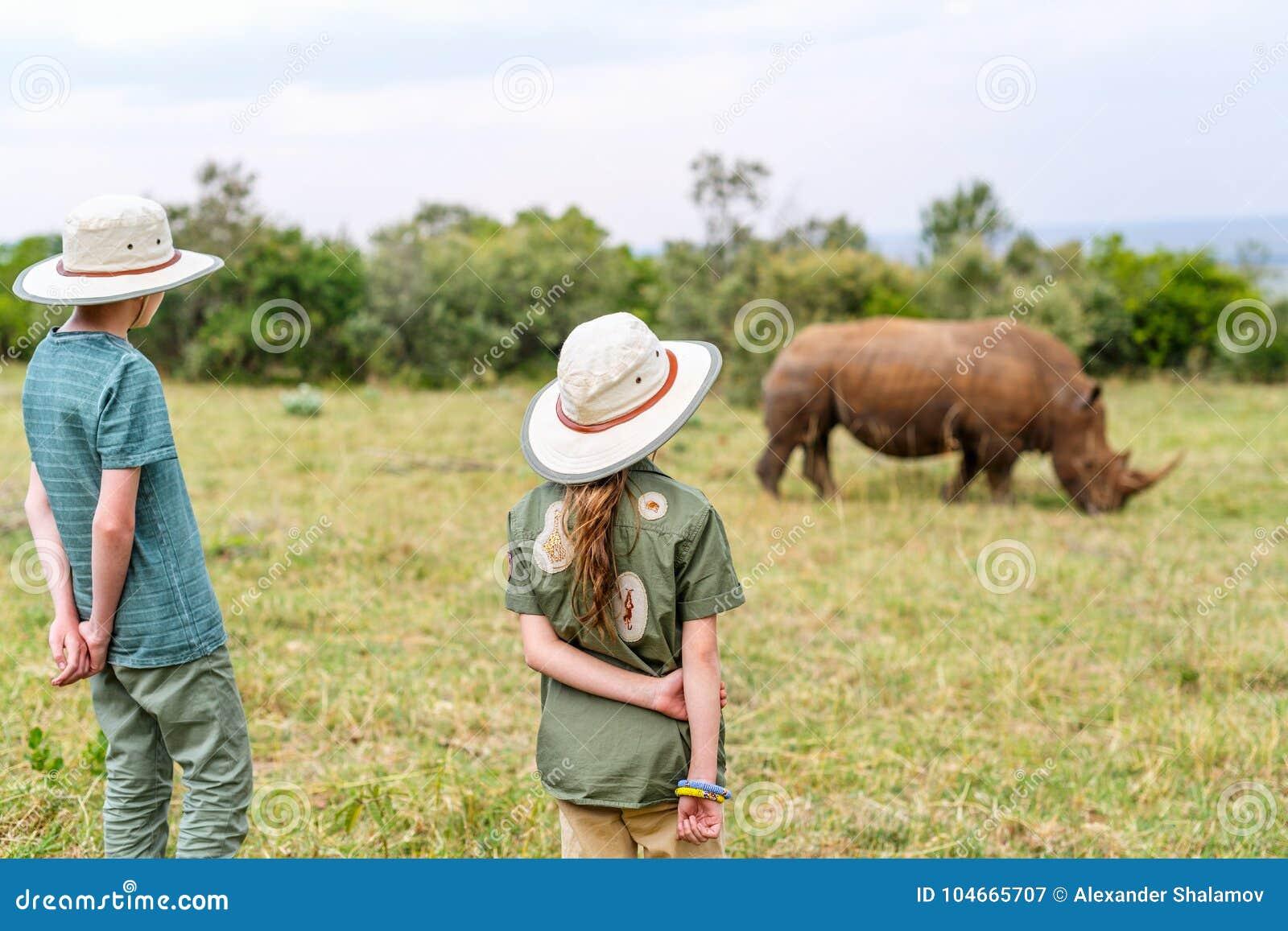 Niños en safari