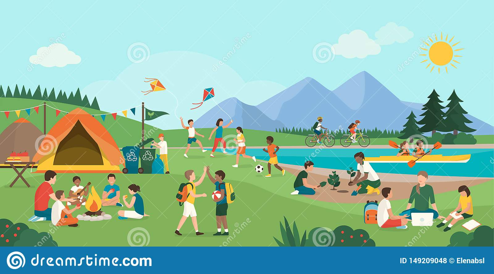 Ni?os felices que disfrutan del campamento de verano junto en las monta?as