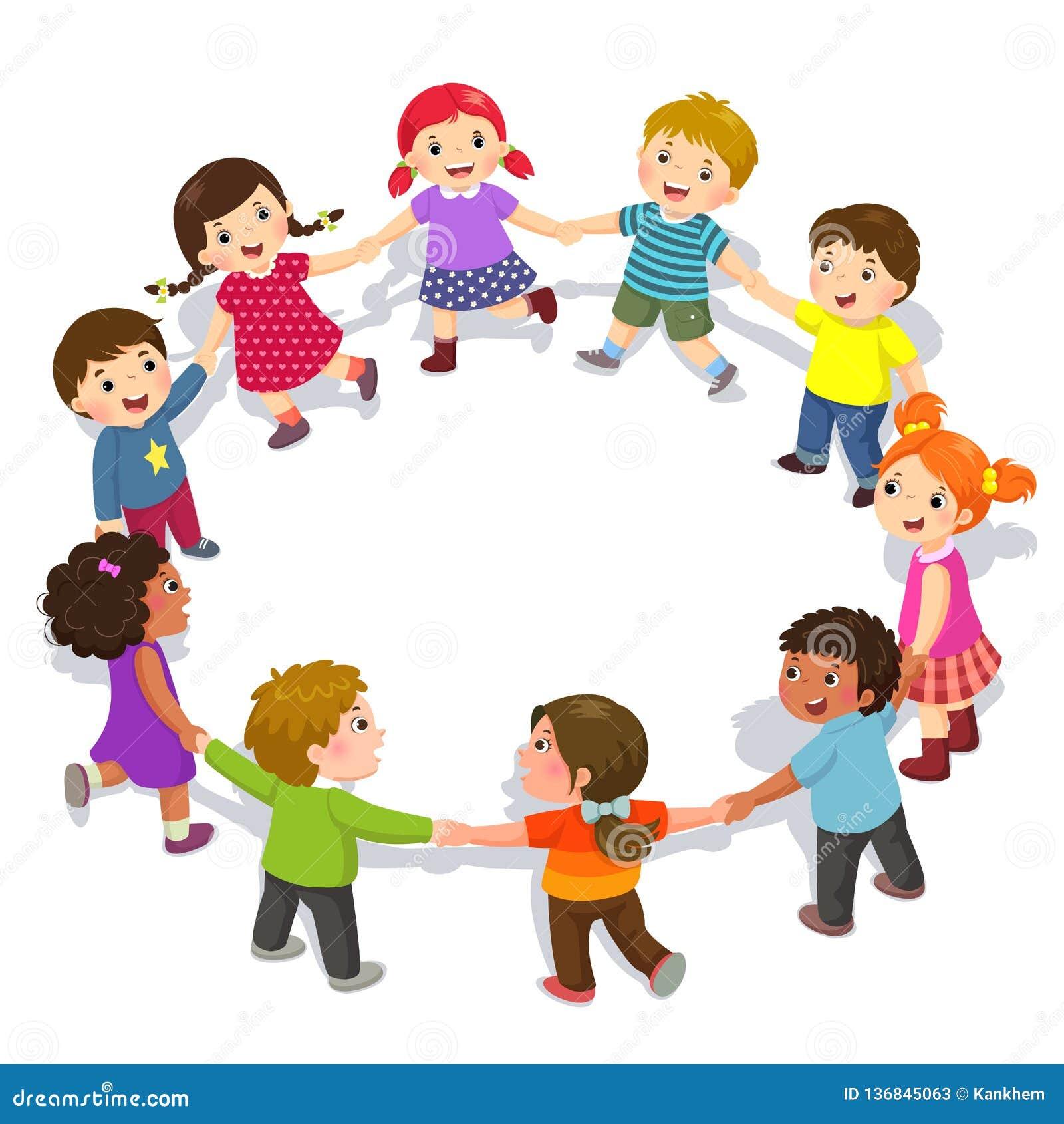 Niños felices que llevan a cabo las manos en un círculo Muchachos lindos y muchachas que se divierten