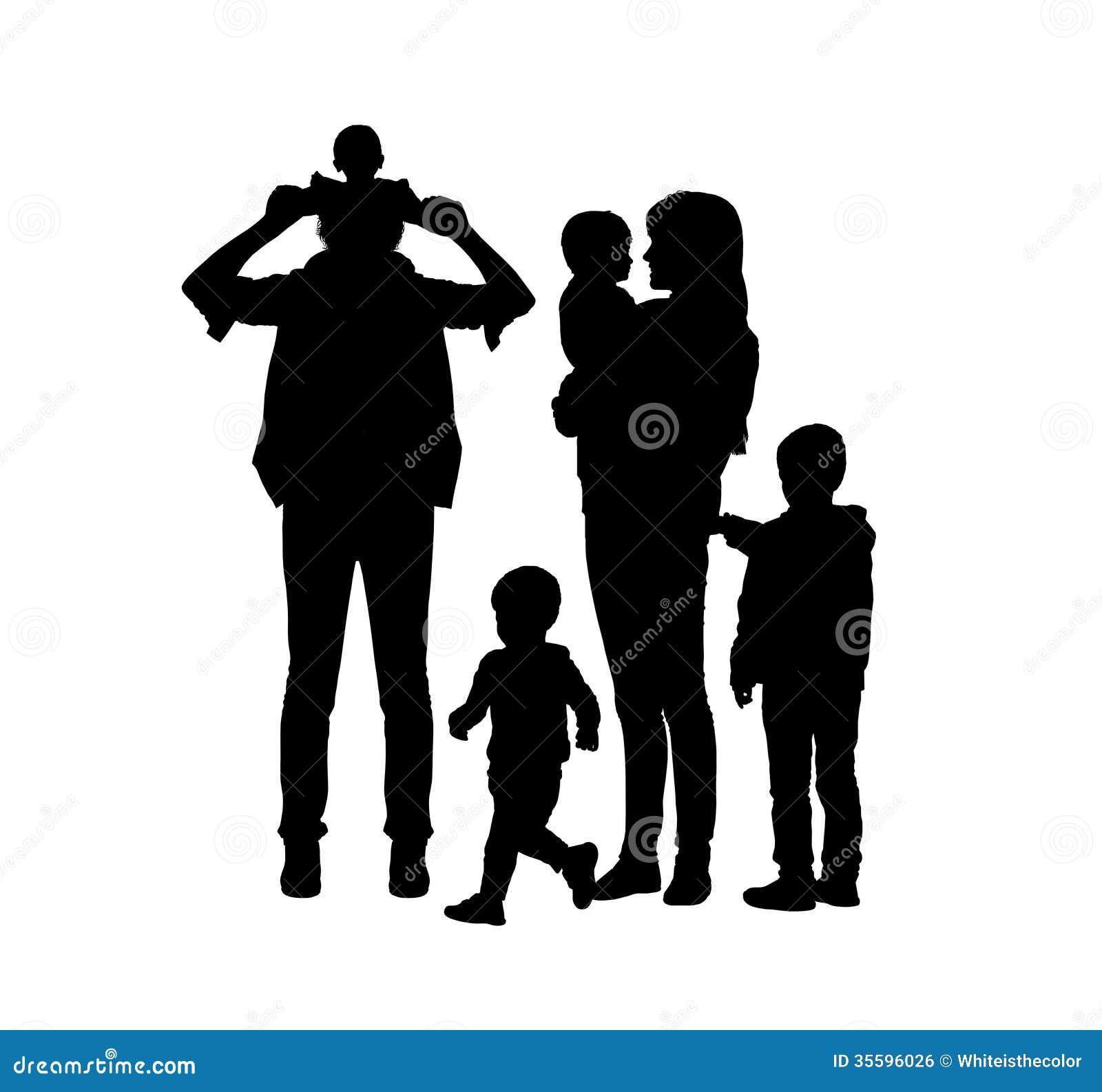 Niños grandes de la familia de cuatro miembros y dos siluetas de los padres