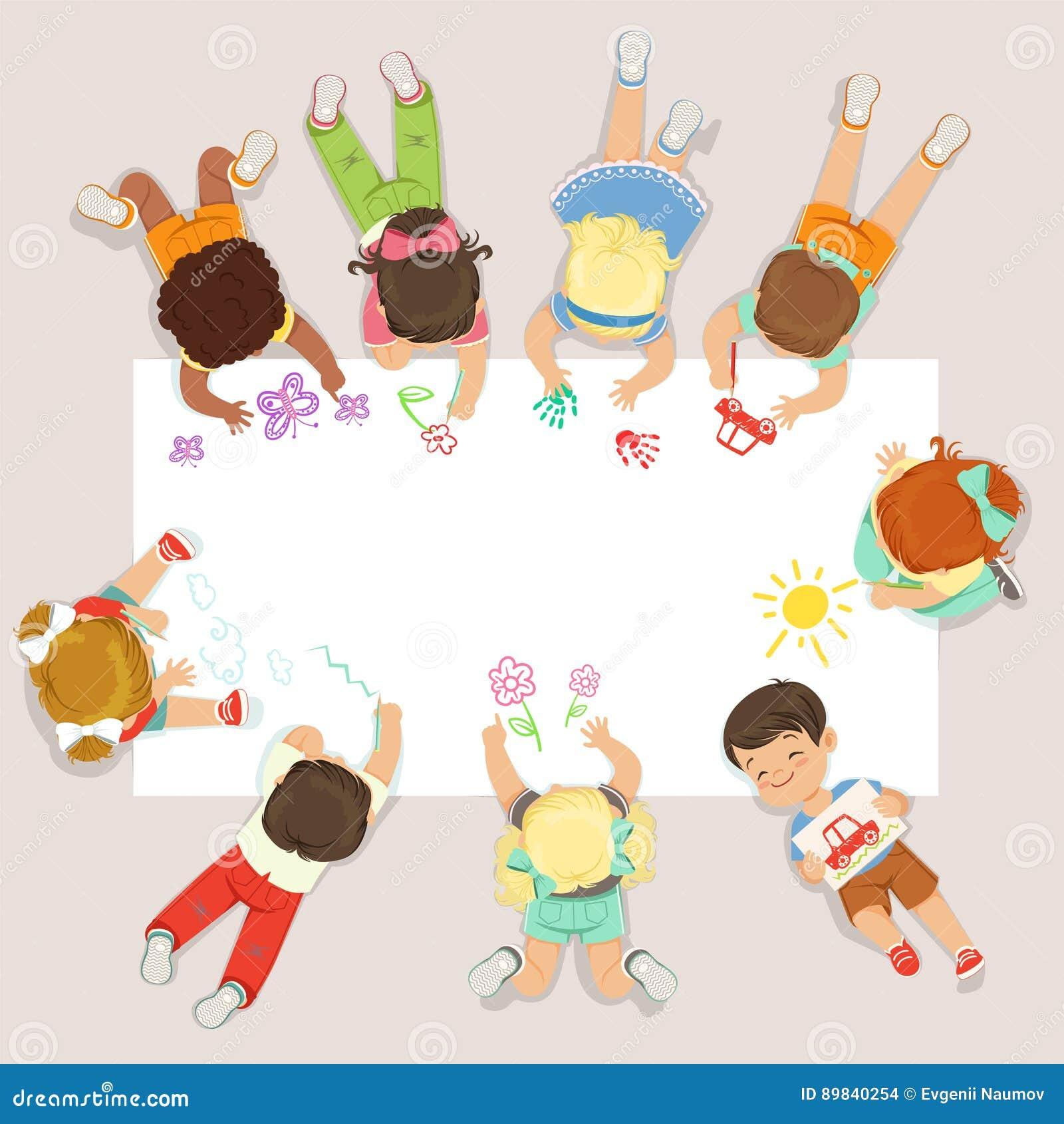Niños lindos que mienten y que dibujan en el papel grande Ejemplo colorido detallado de la historieta