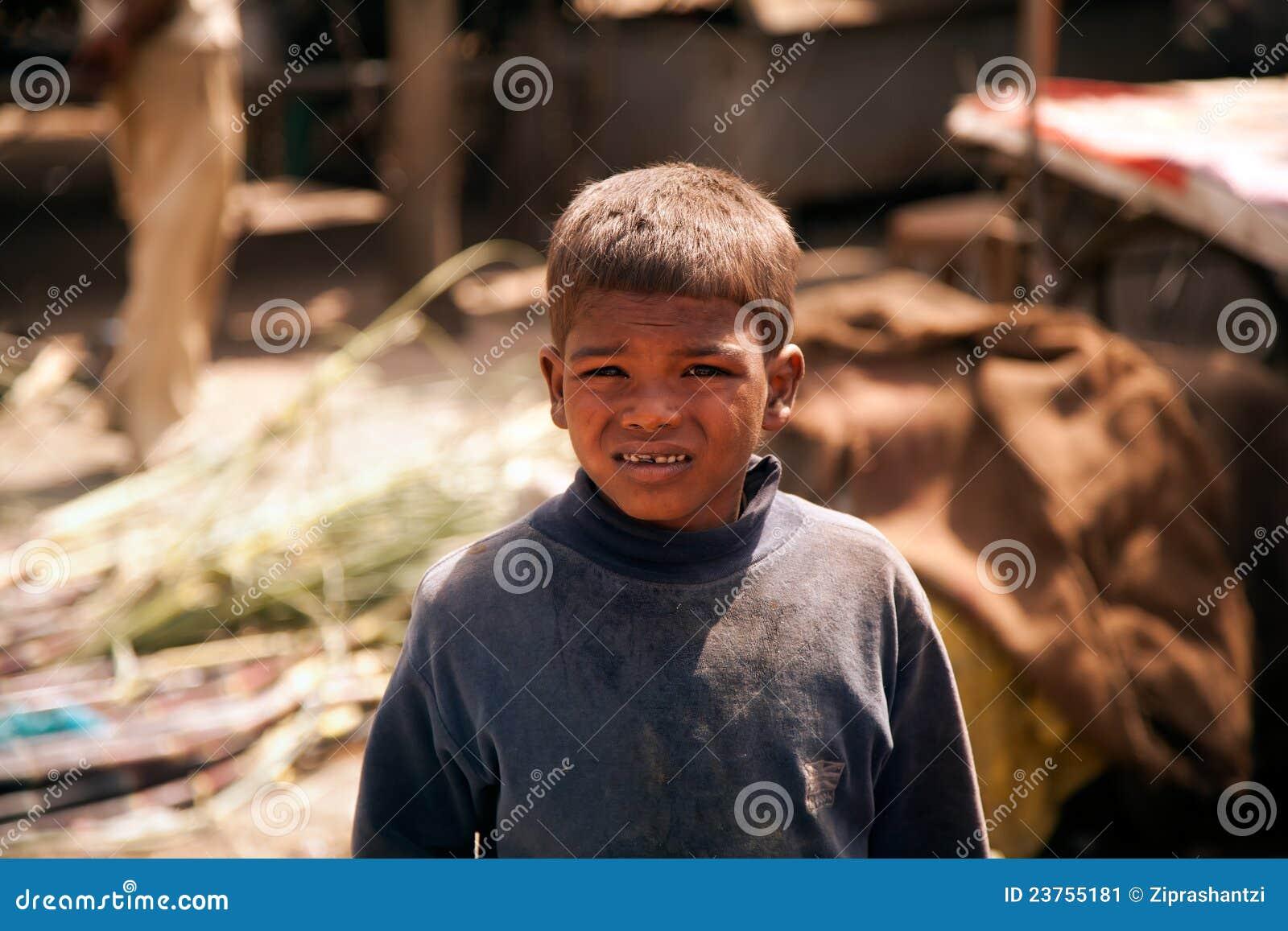 Niños pobres indios (mendigo)
