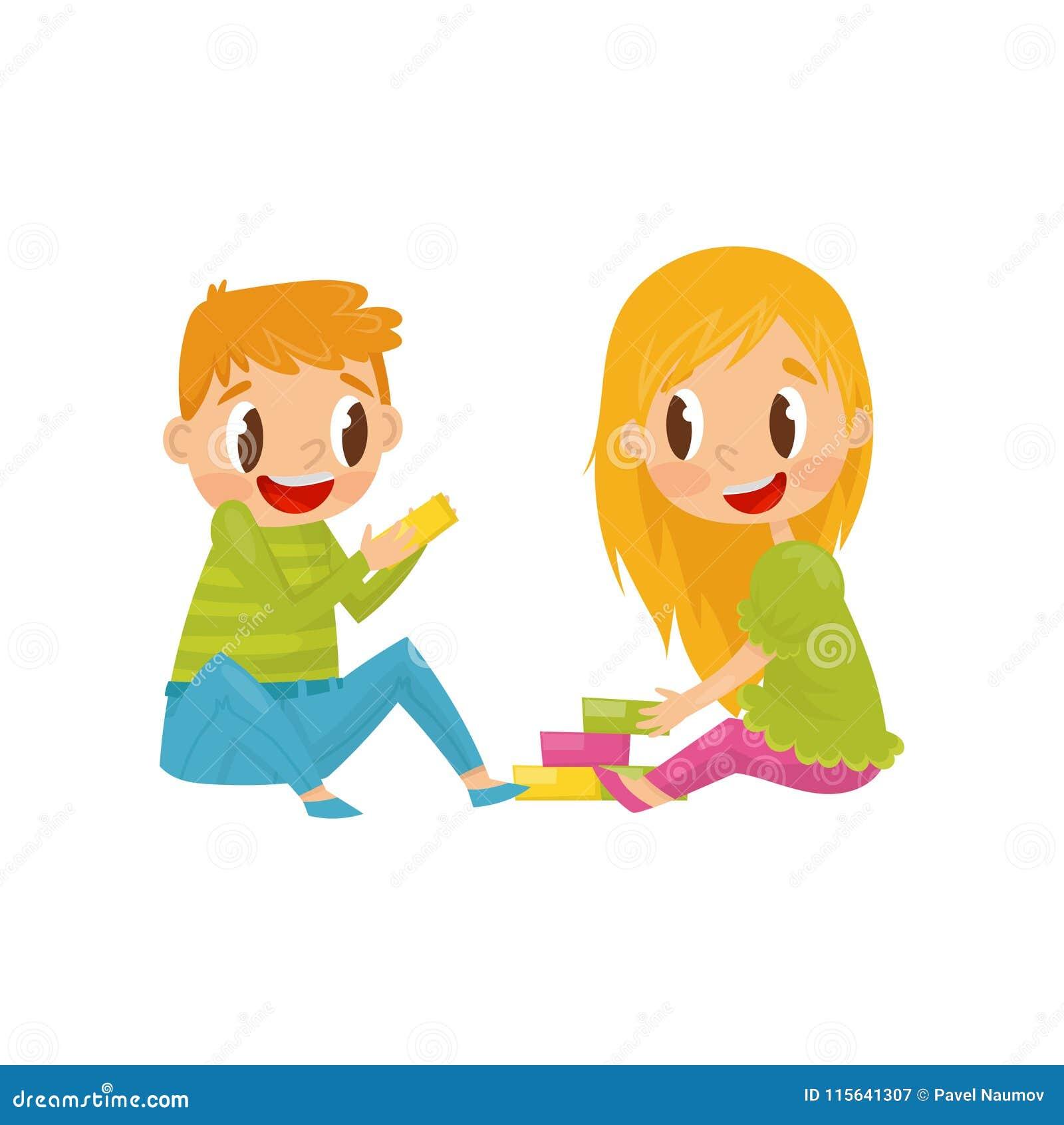 Niños que juegan con los cubos coloridos Brother y hermana que se divierten junto Diseño plano colorido del vector