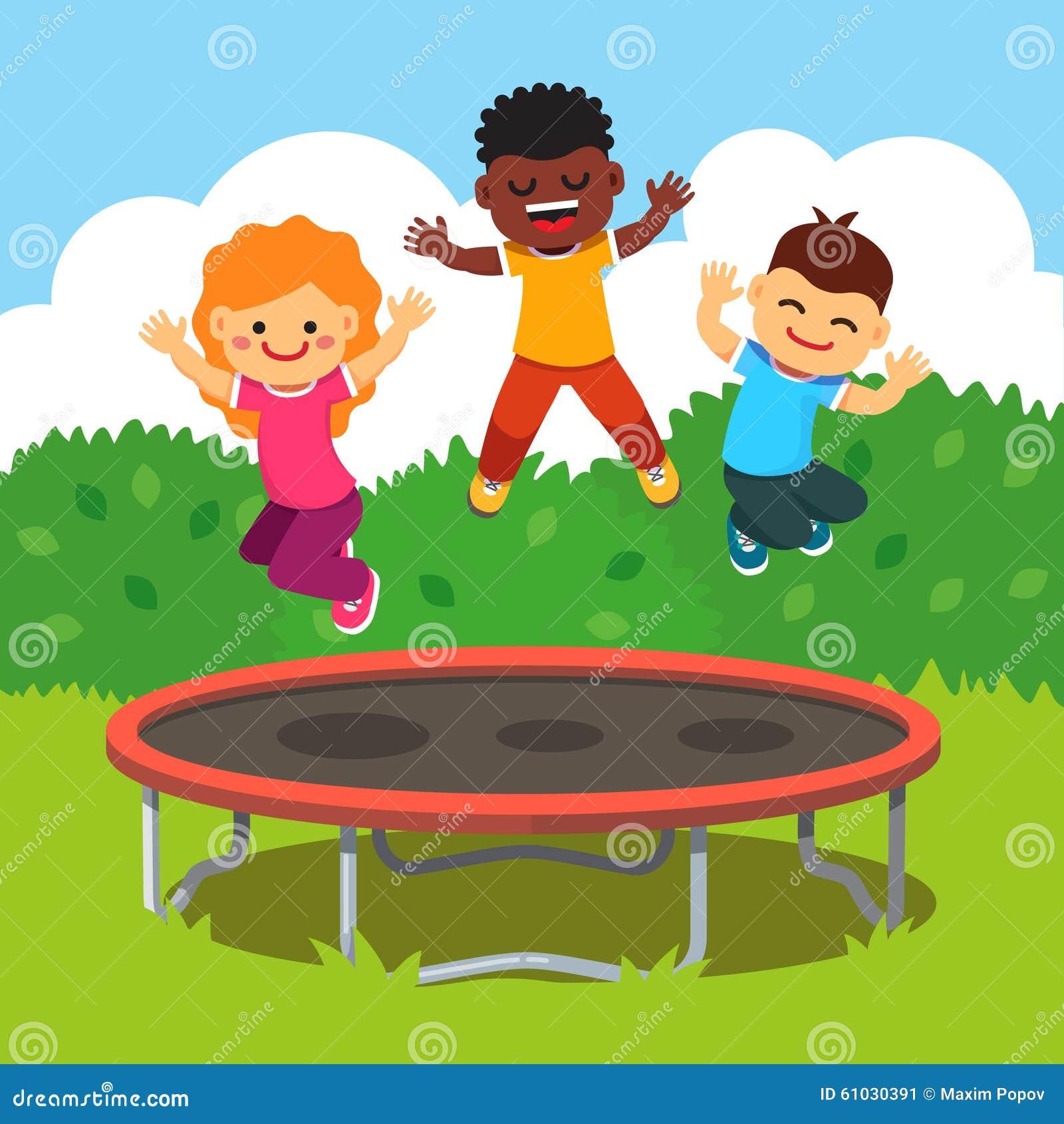 Niños que se divierten en vacaciones felices del verano