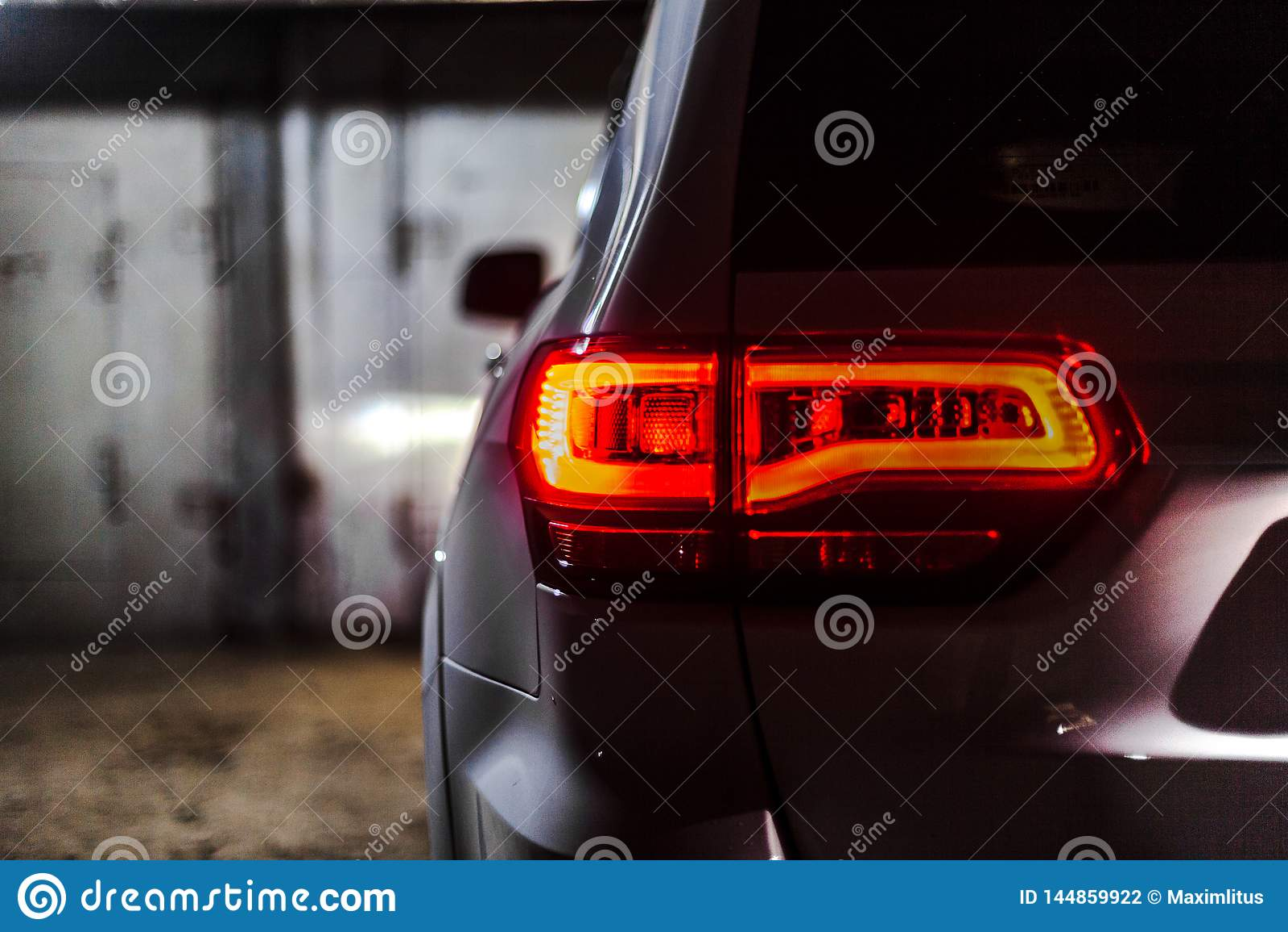Nižnevartovsk, Russia - 5 agosto 2017: Jeep Grand Cherokee SRT