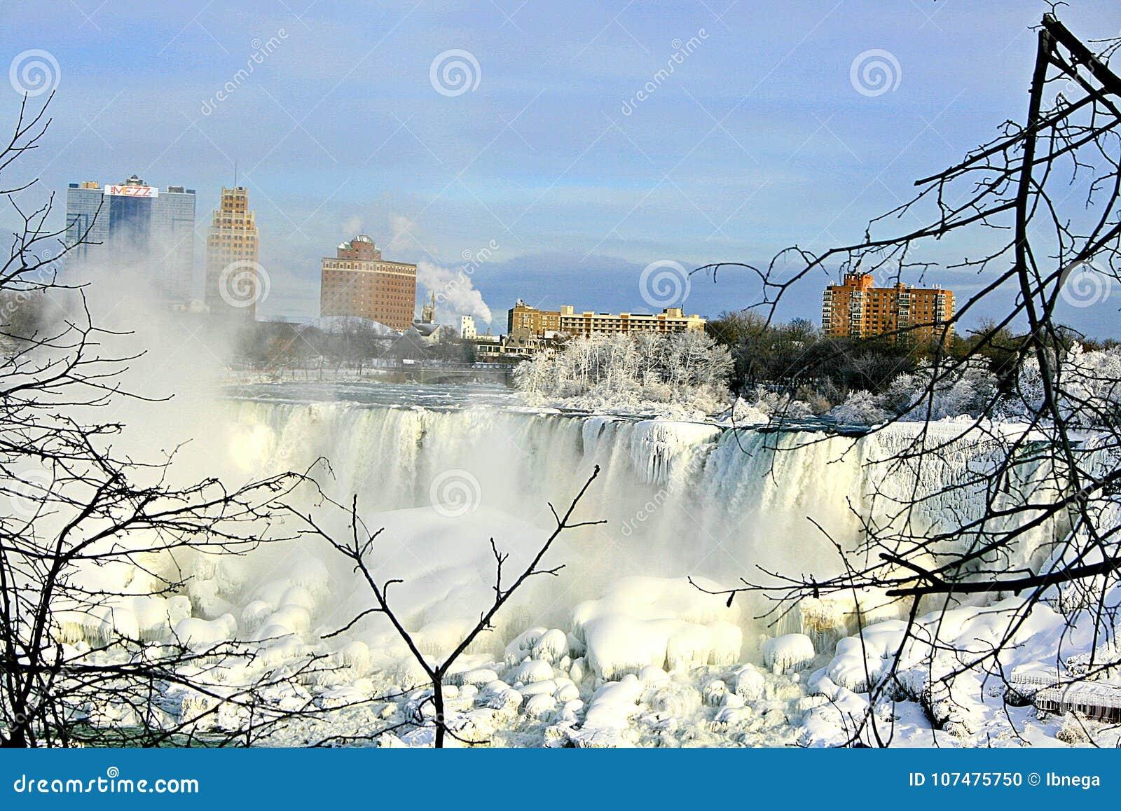 Niagara Falls en el invierno El lado americano de las caídas