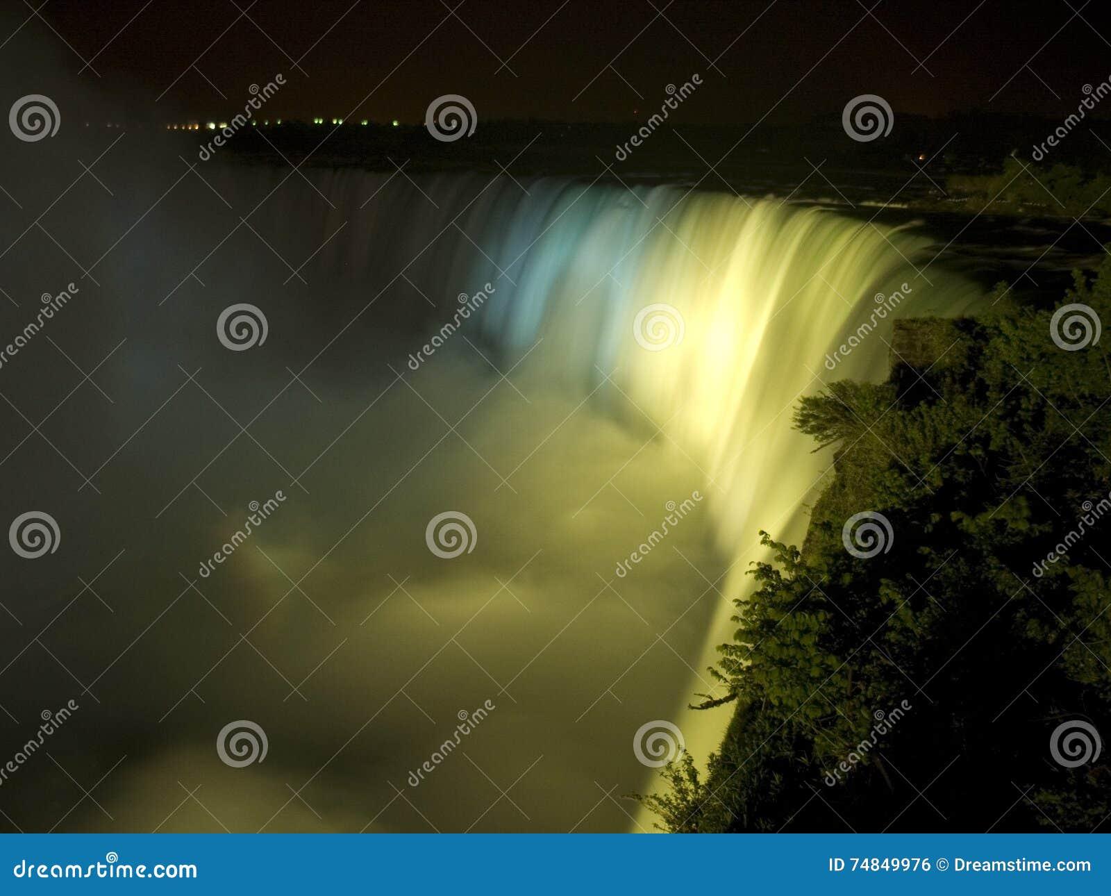 Niagara Falls la nuit