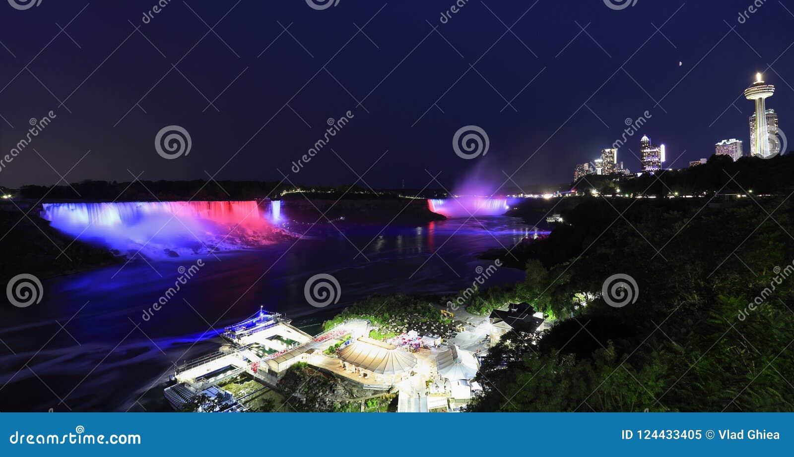 Niagaradalingen Bij Nacht Worden Verlicht Die Stock Afbeelding ...