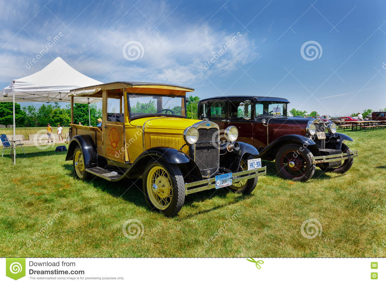 Nice Amazing Front View Of Classic Vintage Cars With People In - Classic cars nice