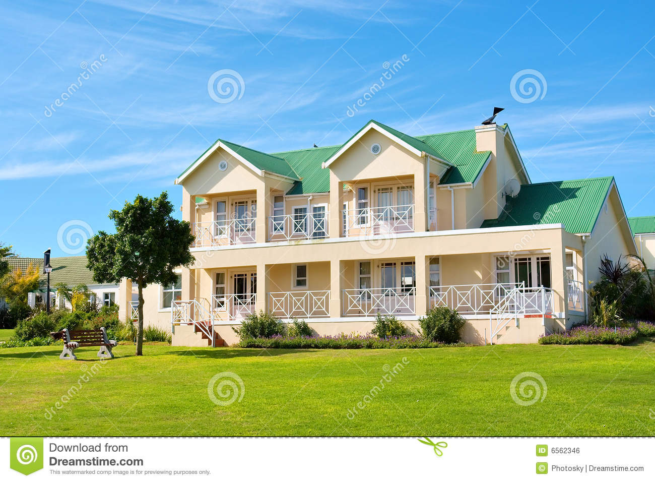 Nice big house lawn bench stock photo image 6562346 for Nice house picture