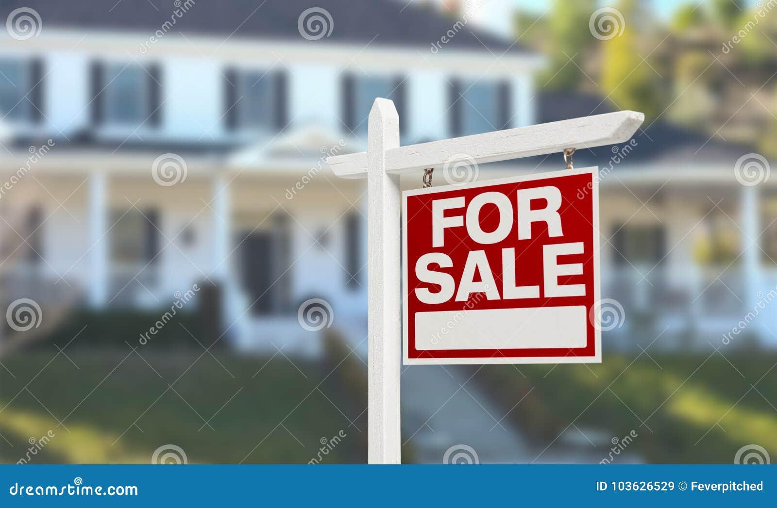 Nice hem- till salu Real Estate undertecknar framme av härligt nytt hus