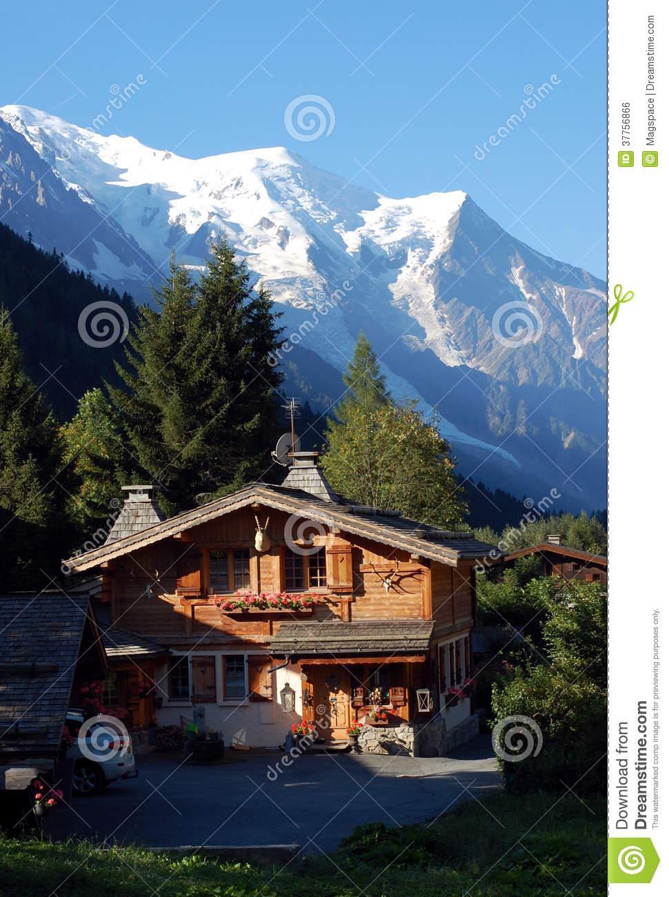 A Nice Wooden Mountain House Royalty Free Stock Image
