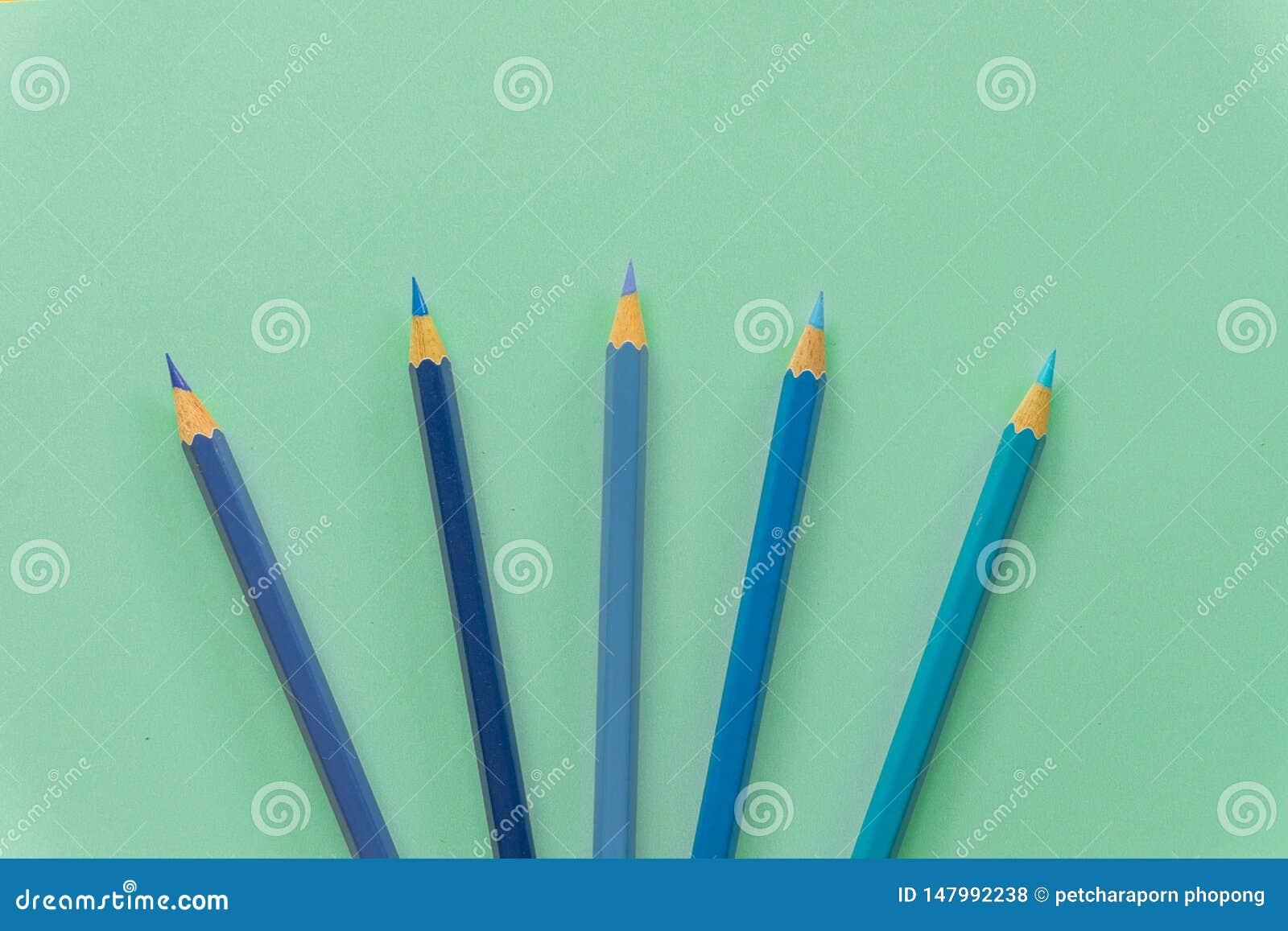 ?nico objeto colorido azul do l?pis um, vista superior, matiz brilhante Tambor sextavado de madeira, sem eliminador H