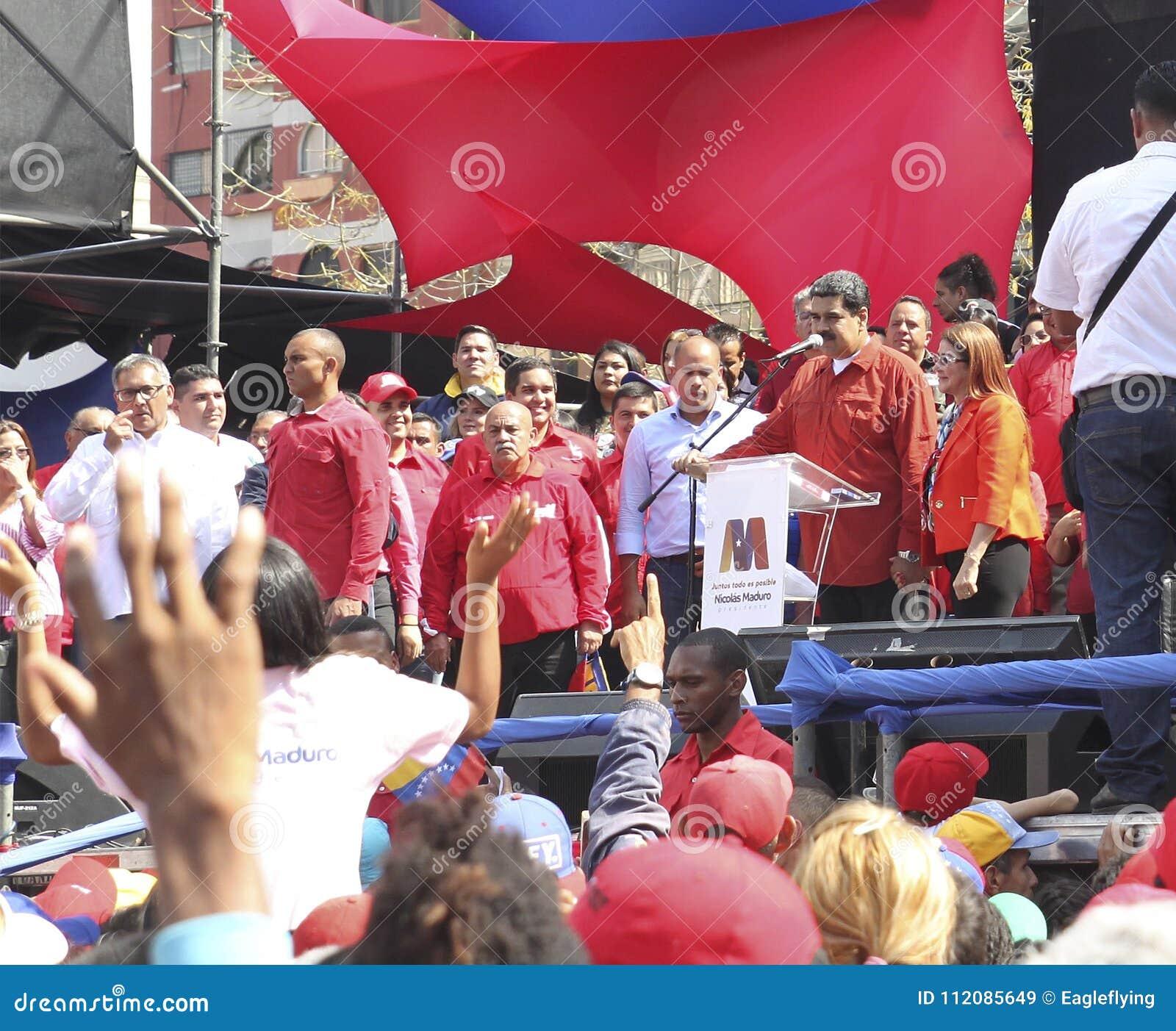 Nicolas Maduro s enregistrant comme candidat pour l élection présidentielle au Venezuela