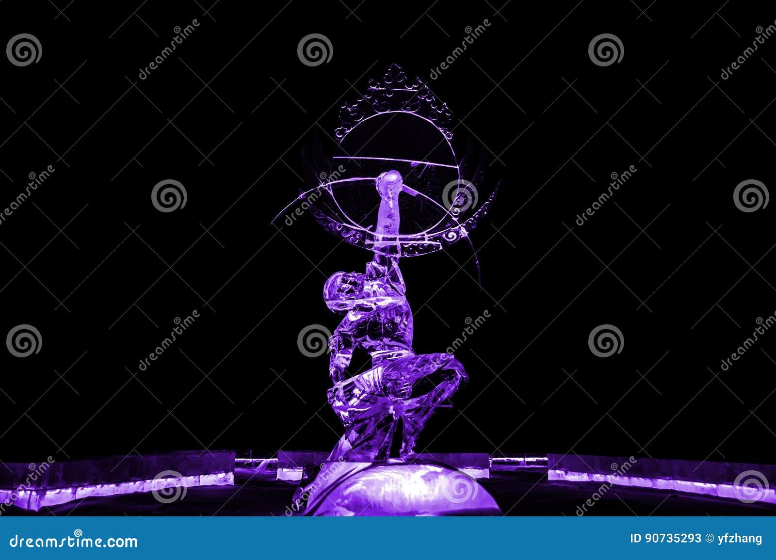 Nieśmiertelne Kuafu lodowej rzeźby purpury