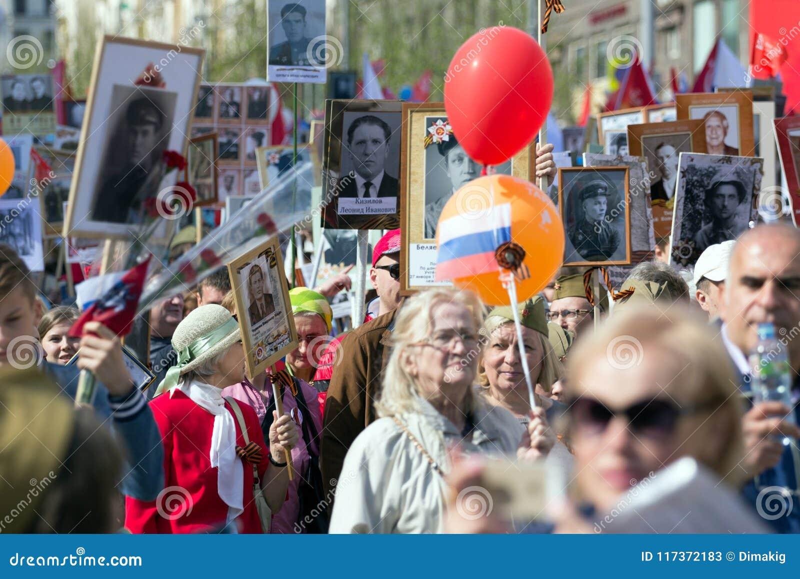 Nieśmiertelny pułk na Moskwa ulicie Tysiące marsz pamiętać wojny światowa 2 krewnych Demonstracja w Moskwa