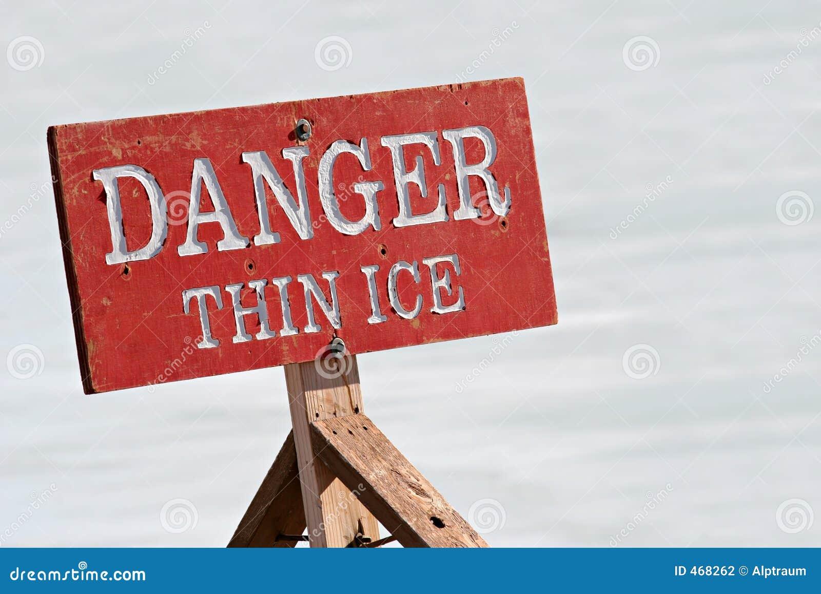 Niebezpieczeństwo cienki lód