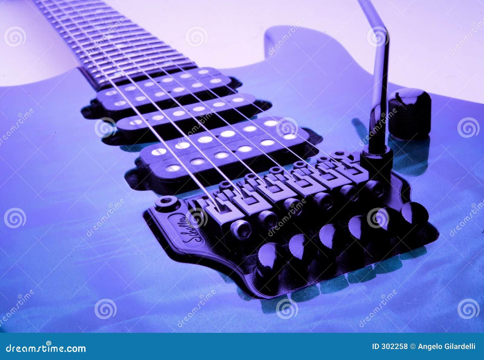 Niebieska gitara elektryczna partic