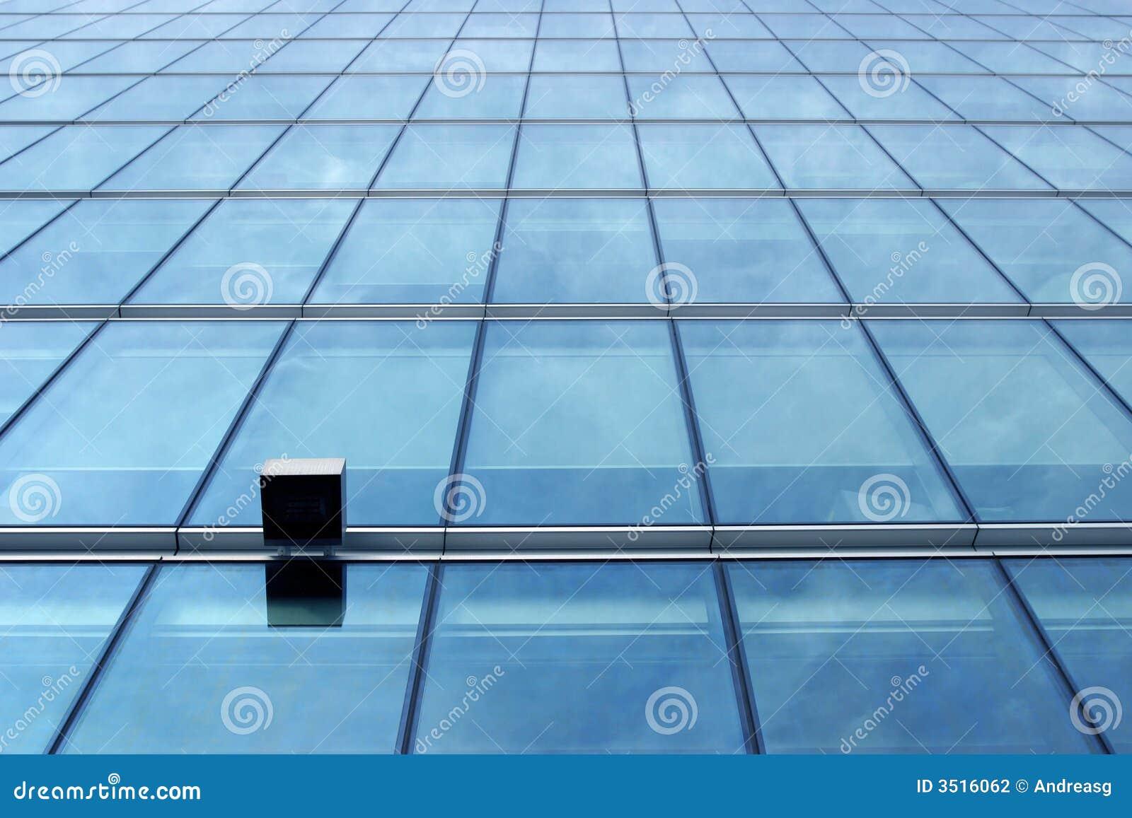 Niebieska szklana ściana