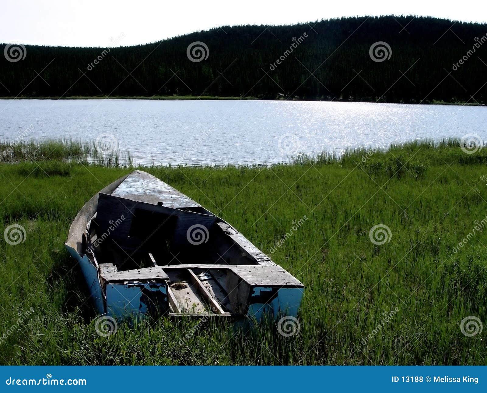 Niebieski łódź starego