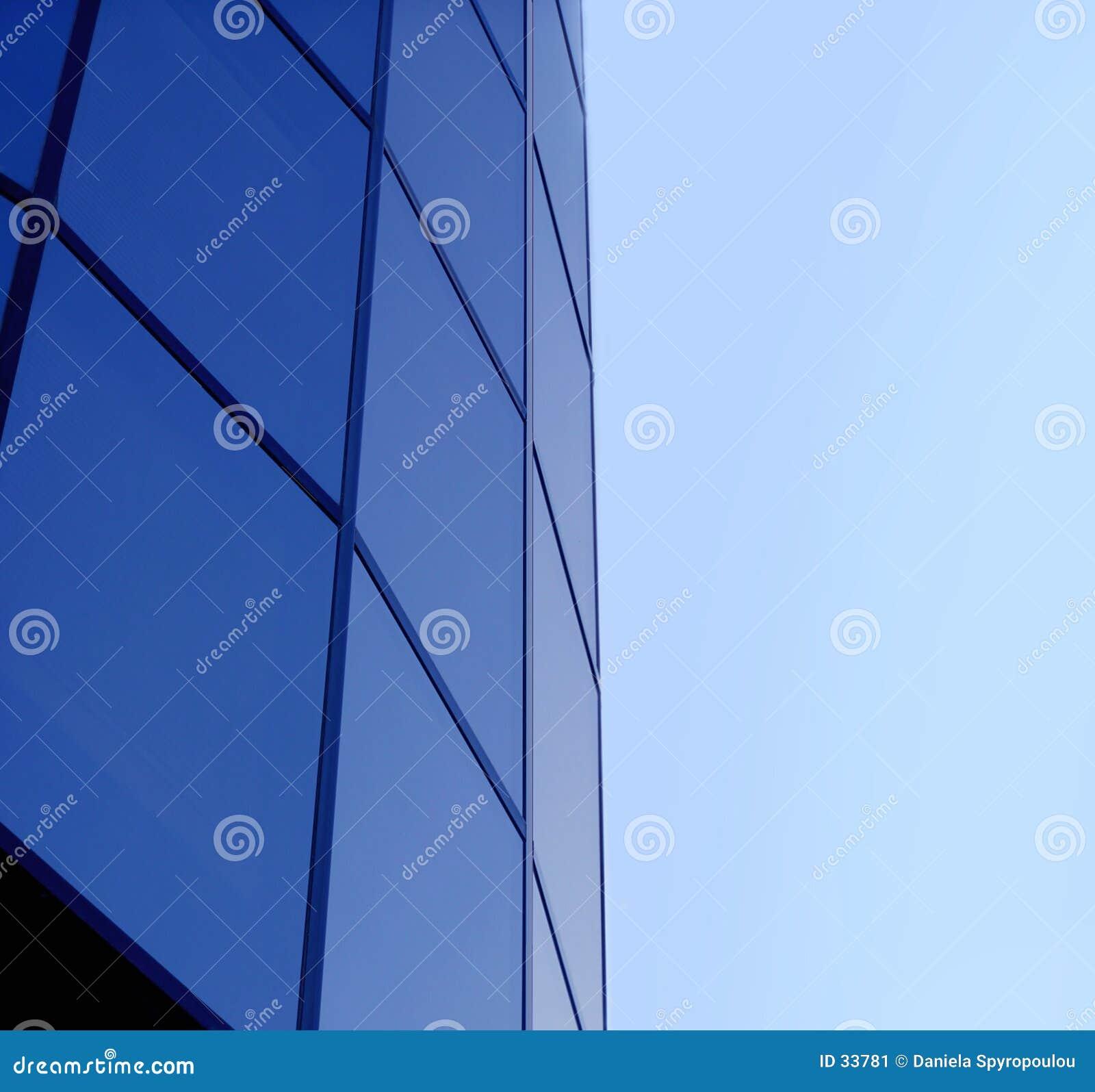 Niebieski budynek korporacji