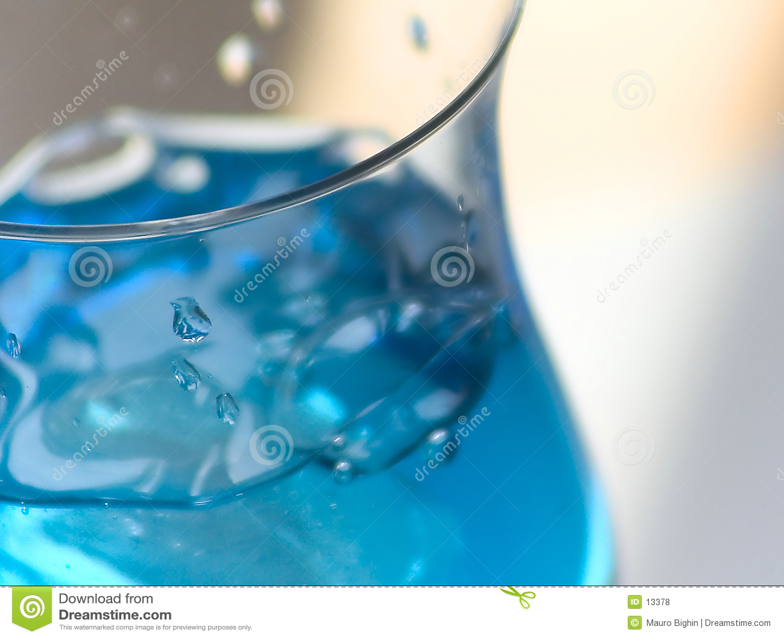 Niebieski drinka lodu