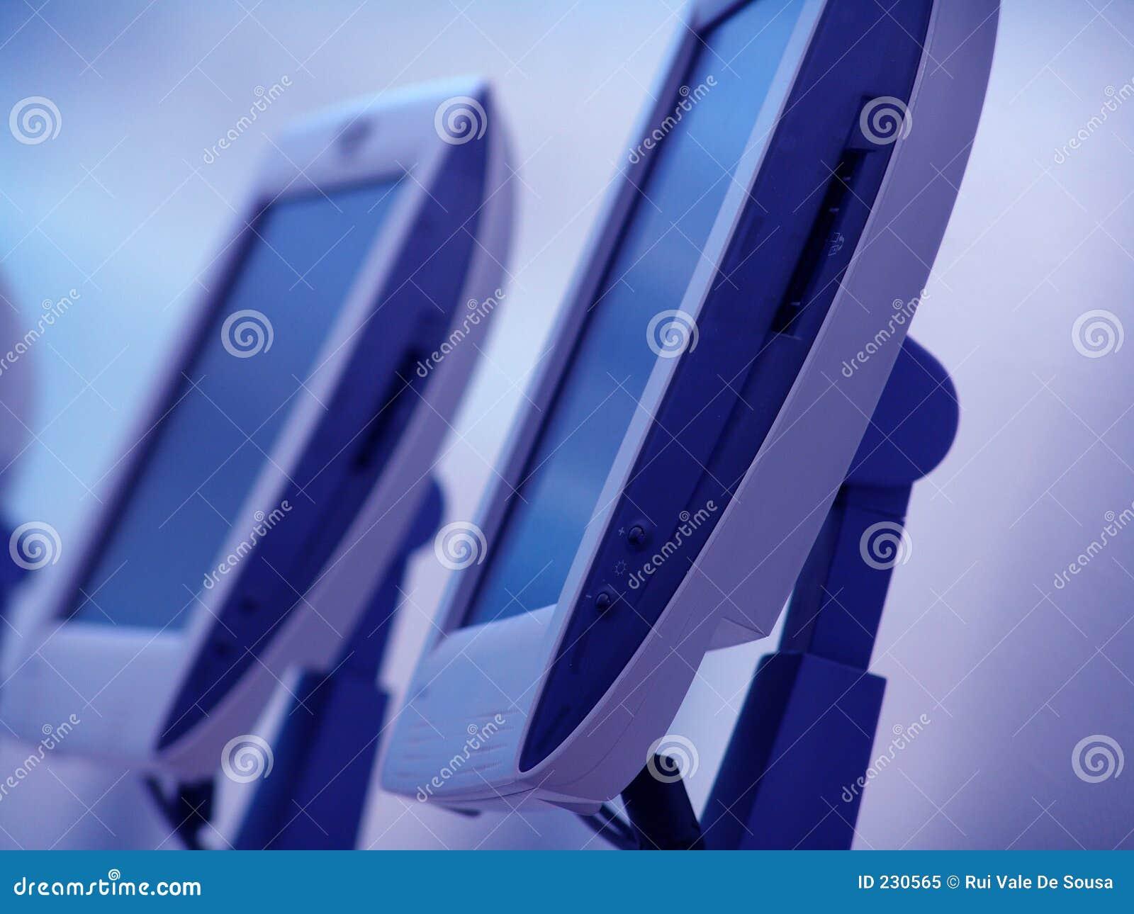 Niebieskie komputery.