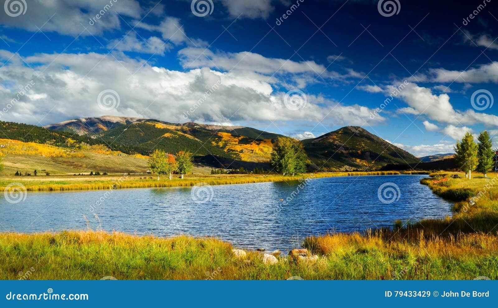 Niebieskie Nieba Nad Czubatym Butte