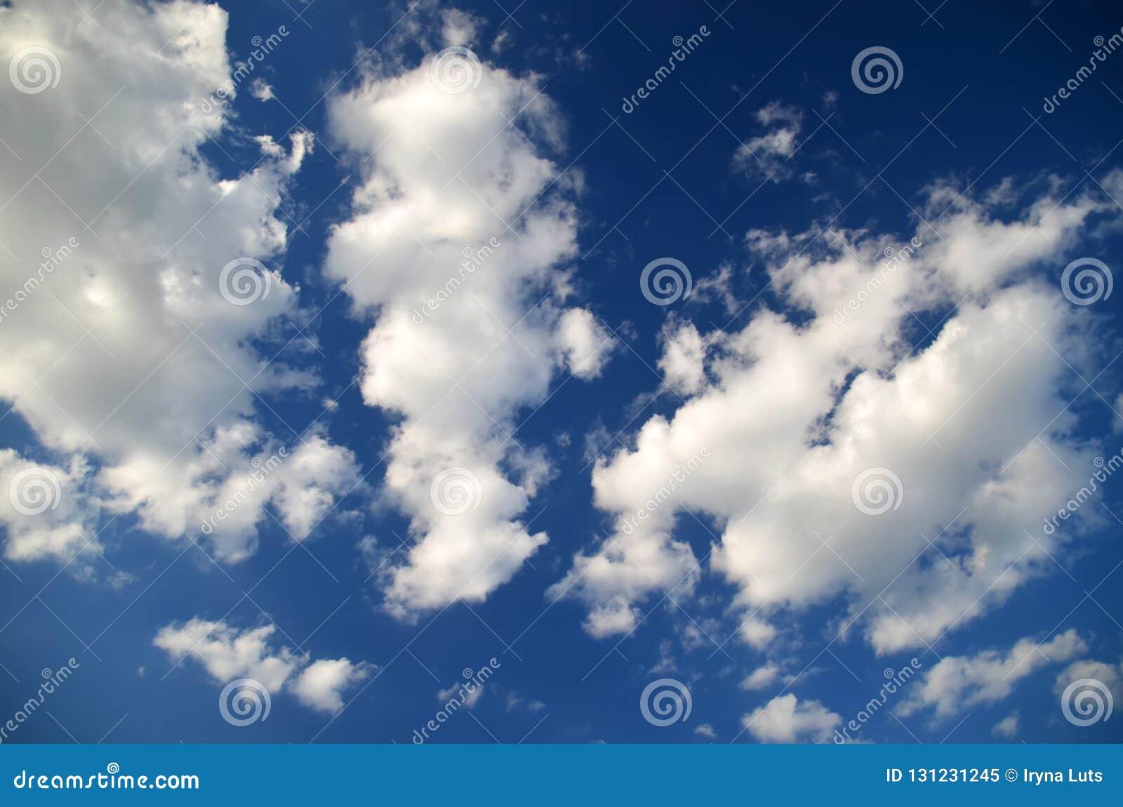 Niebieskie niebo białe chmury Nieba texture/tło