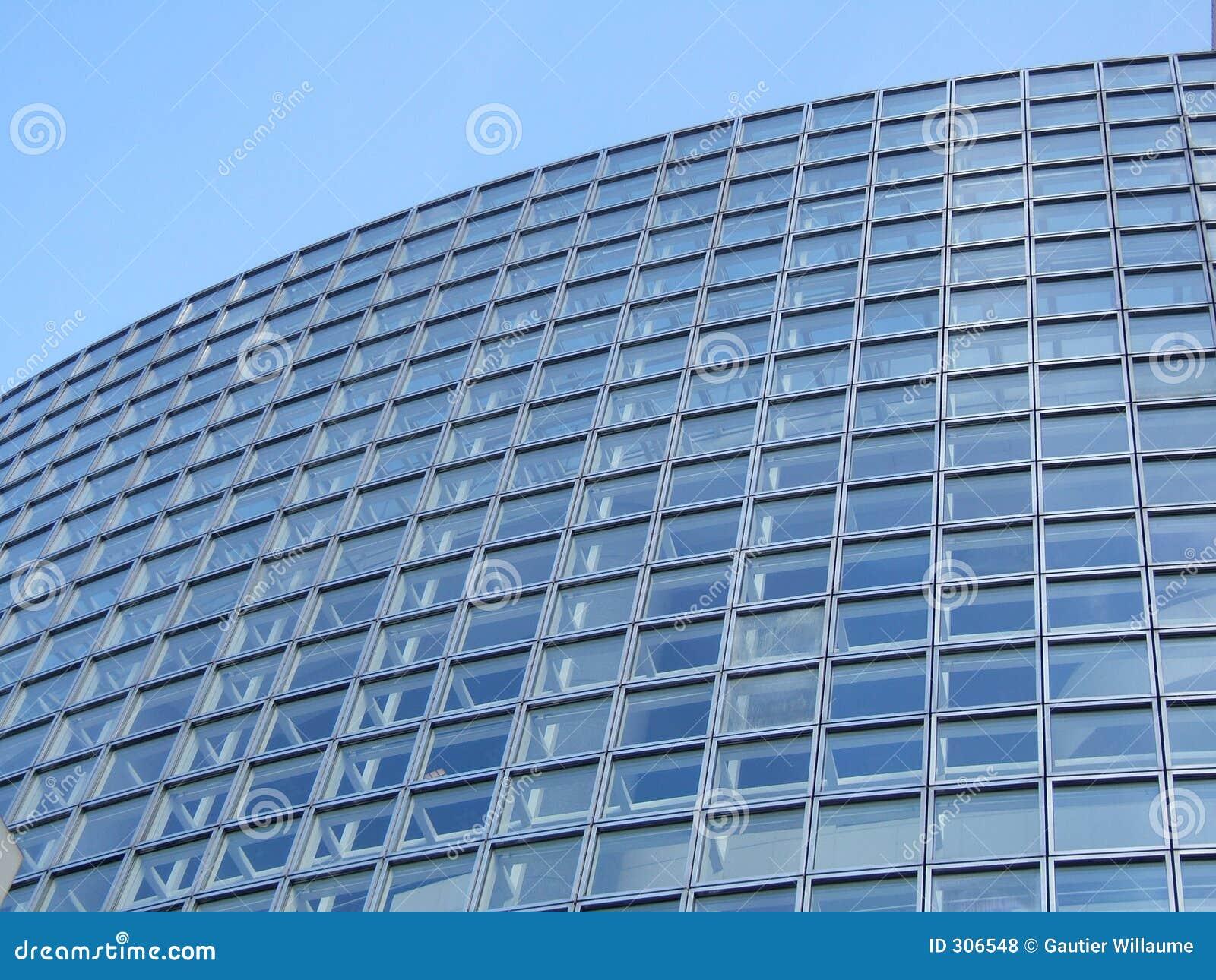 Niebieskie tło budynku.