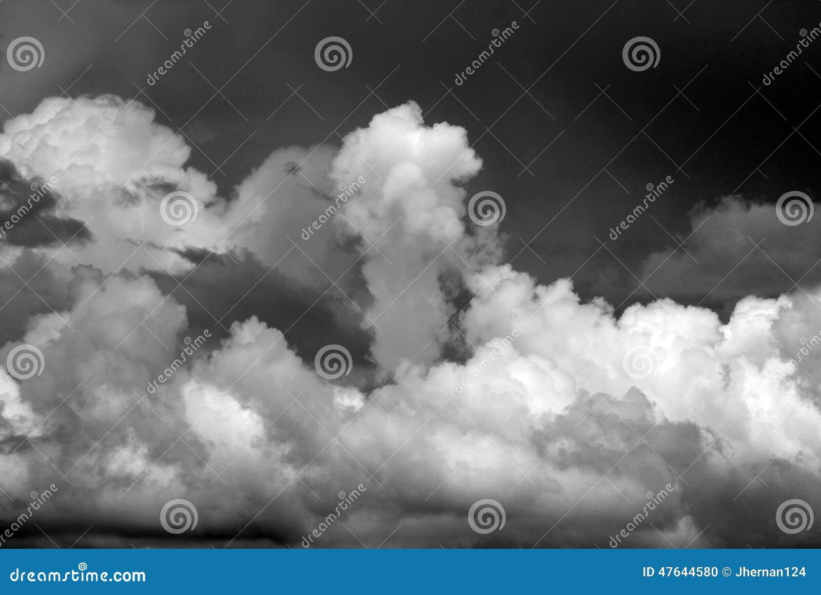 Niebo burzowi