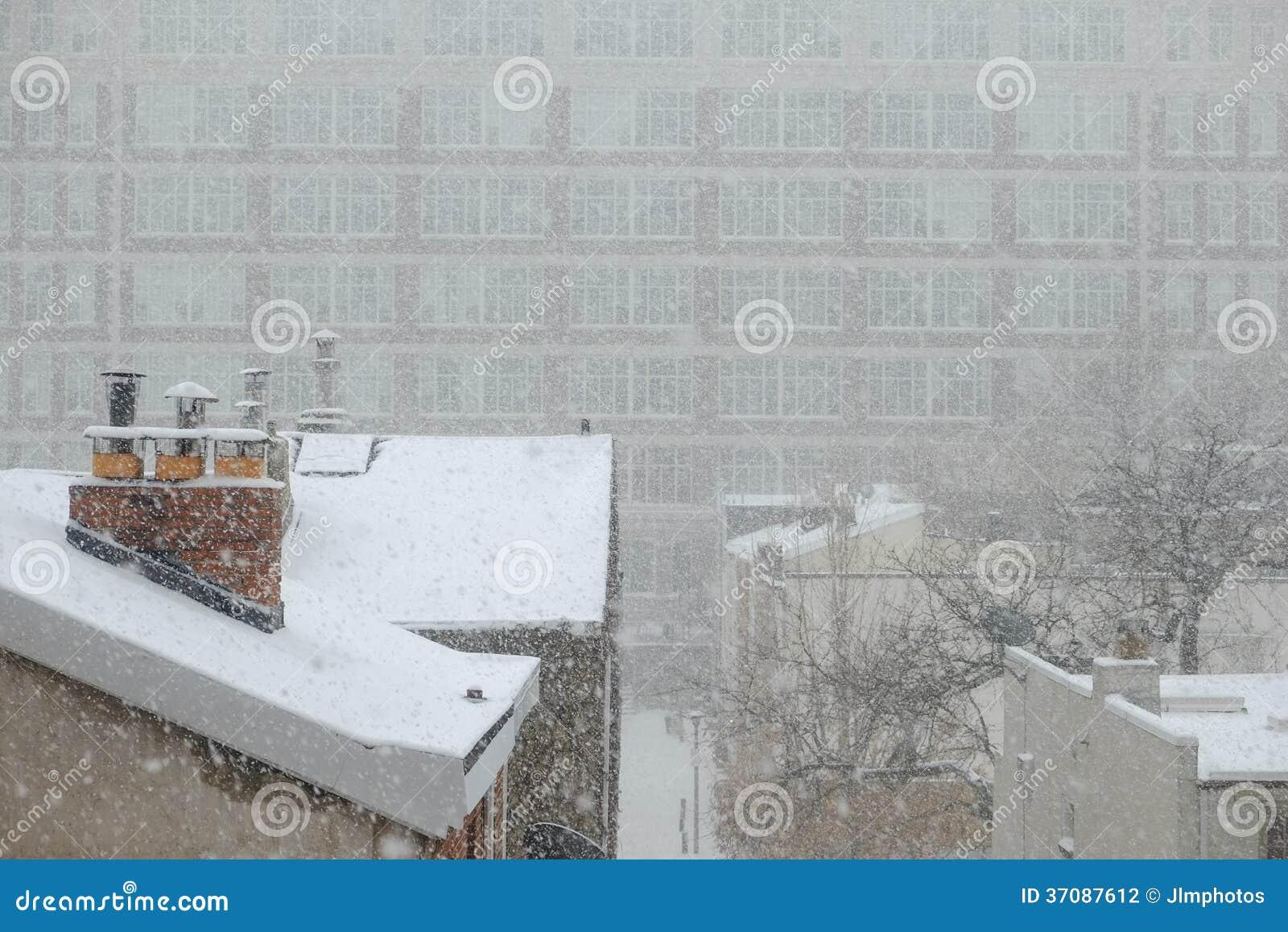 Download Śnieg Spada Na Filadelfia Dachach Zdjęcie Stock - Obraz złożonej z skylights, popołudnie: 37087612
