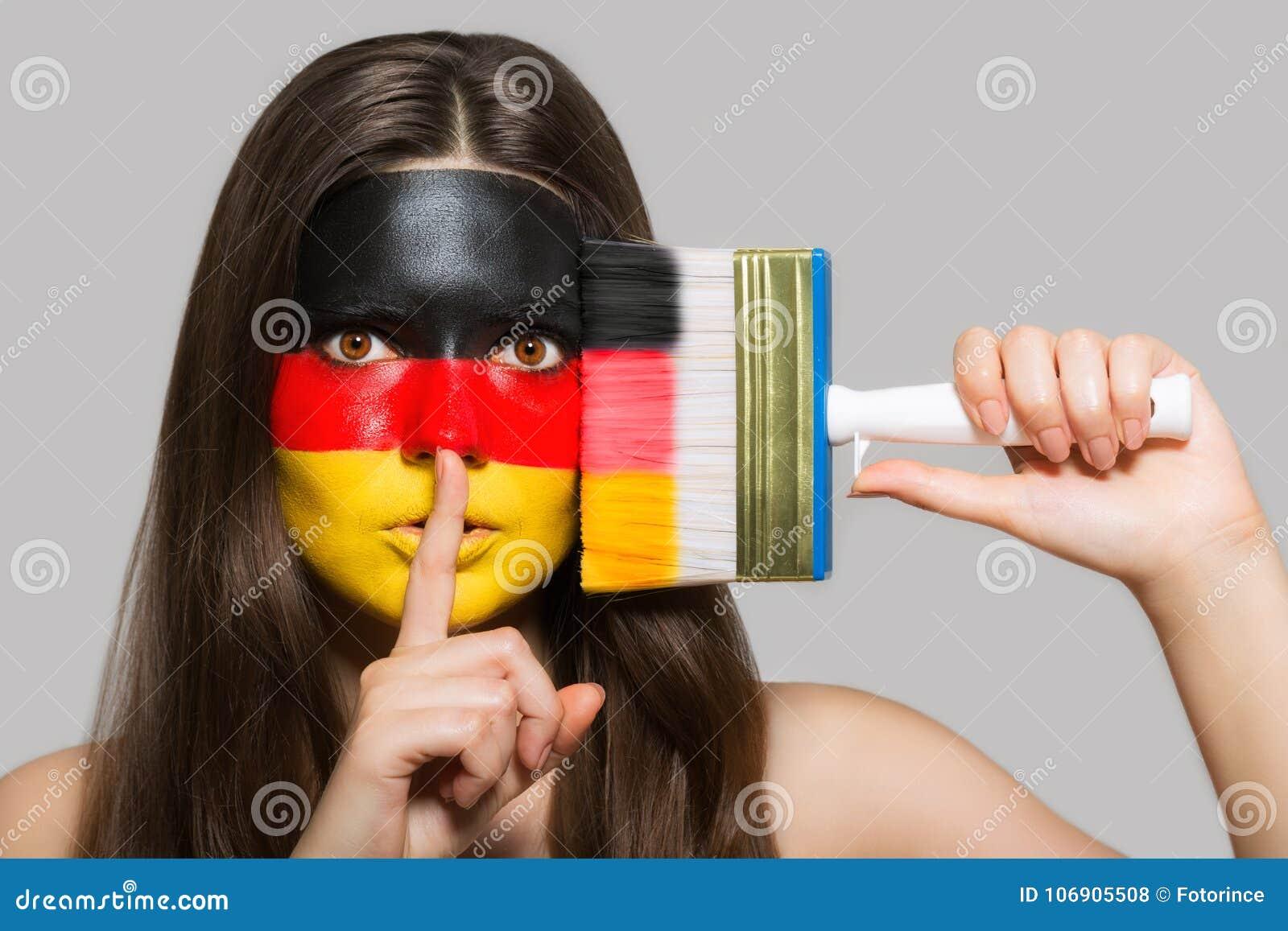 Niemiec flaga malująca na twarzy