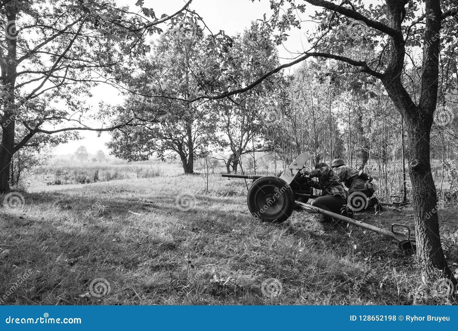 Niemiec Wehrmacht piechoty żołnierz W druga wojna światowa Chującym obsiadaniu