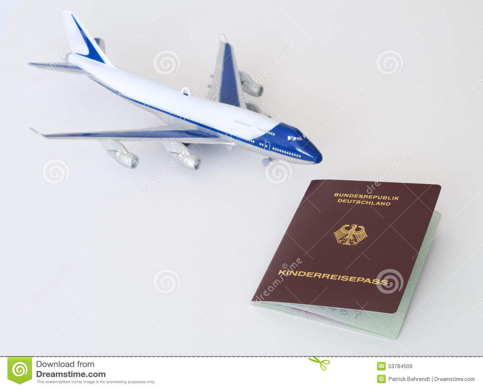 Niemieccy dzieci paszportowi z samolotem