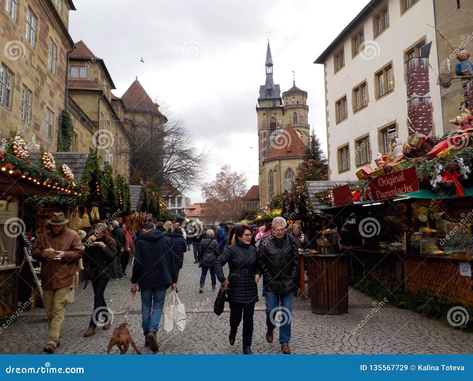 Nieprawdopodobni Bożenarodzeniowi rynki Suttrart, Niemcy