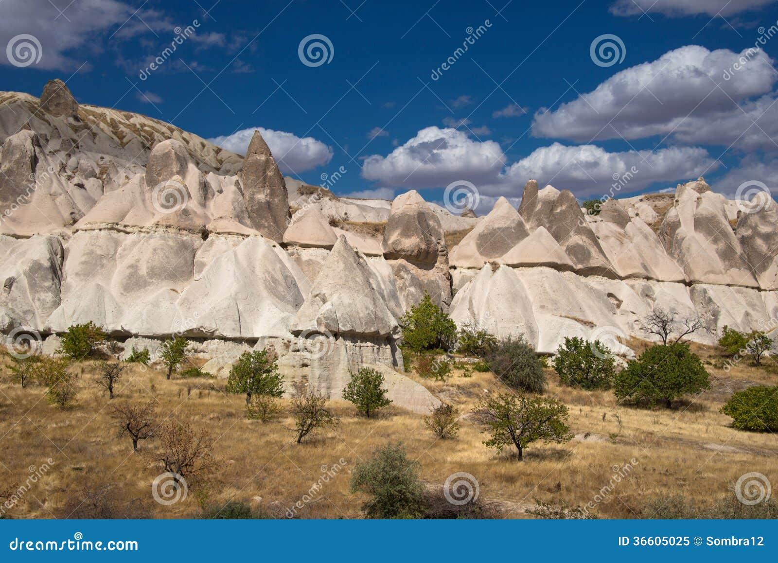 Nierówne skały w Cappadocia