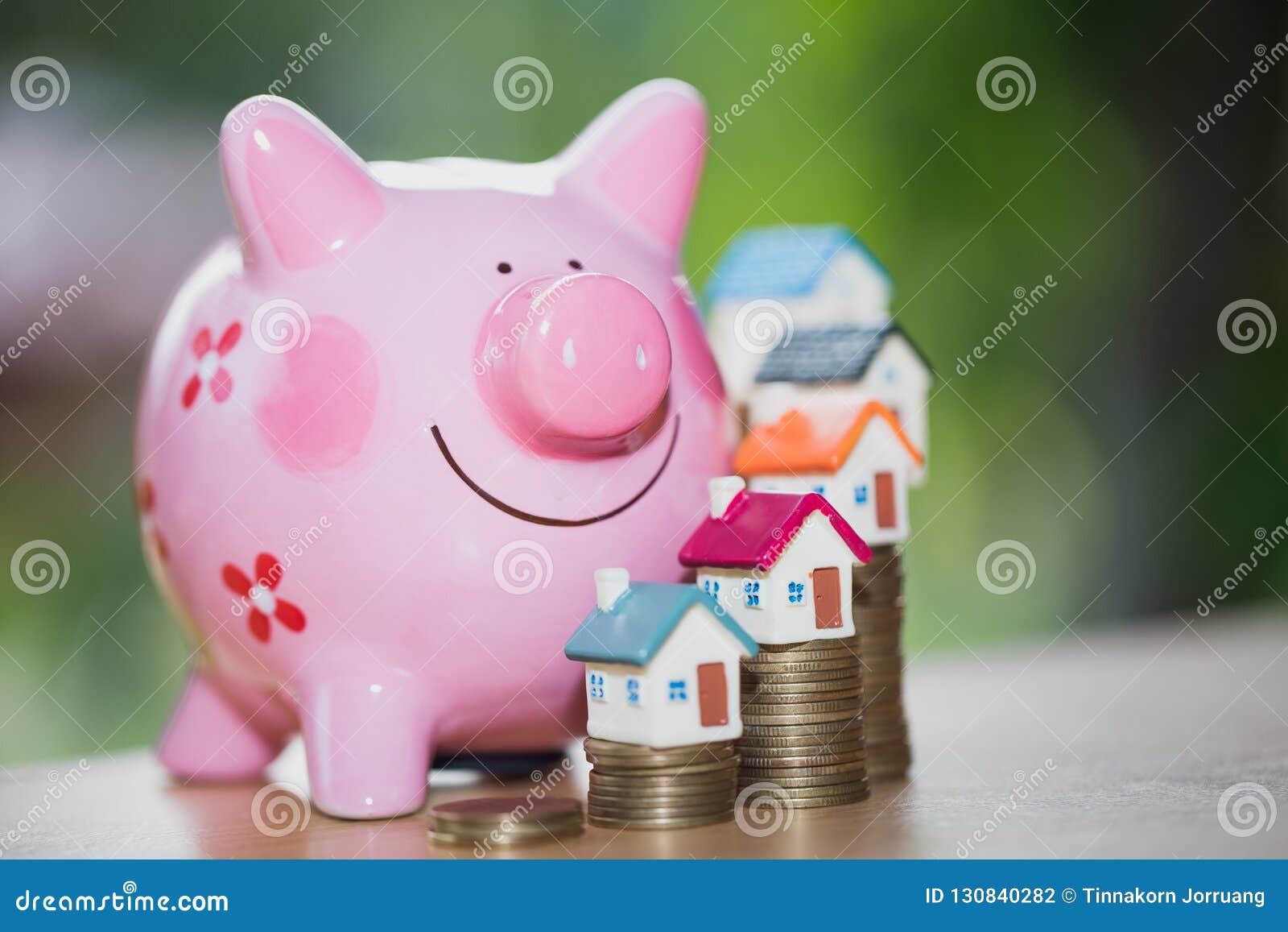 Nieruchomości sprzedaż, domowi oszczędzania, prosiątko bank, monety i dom, l