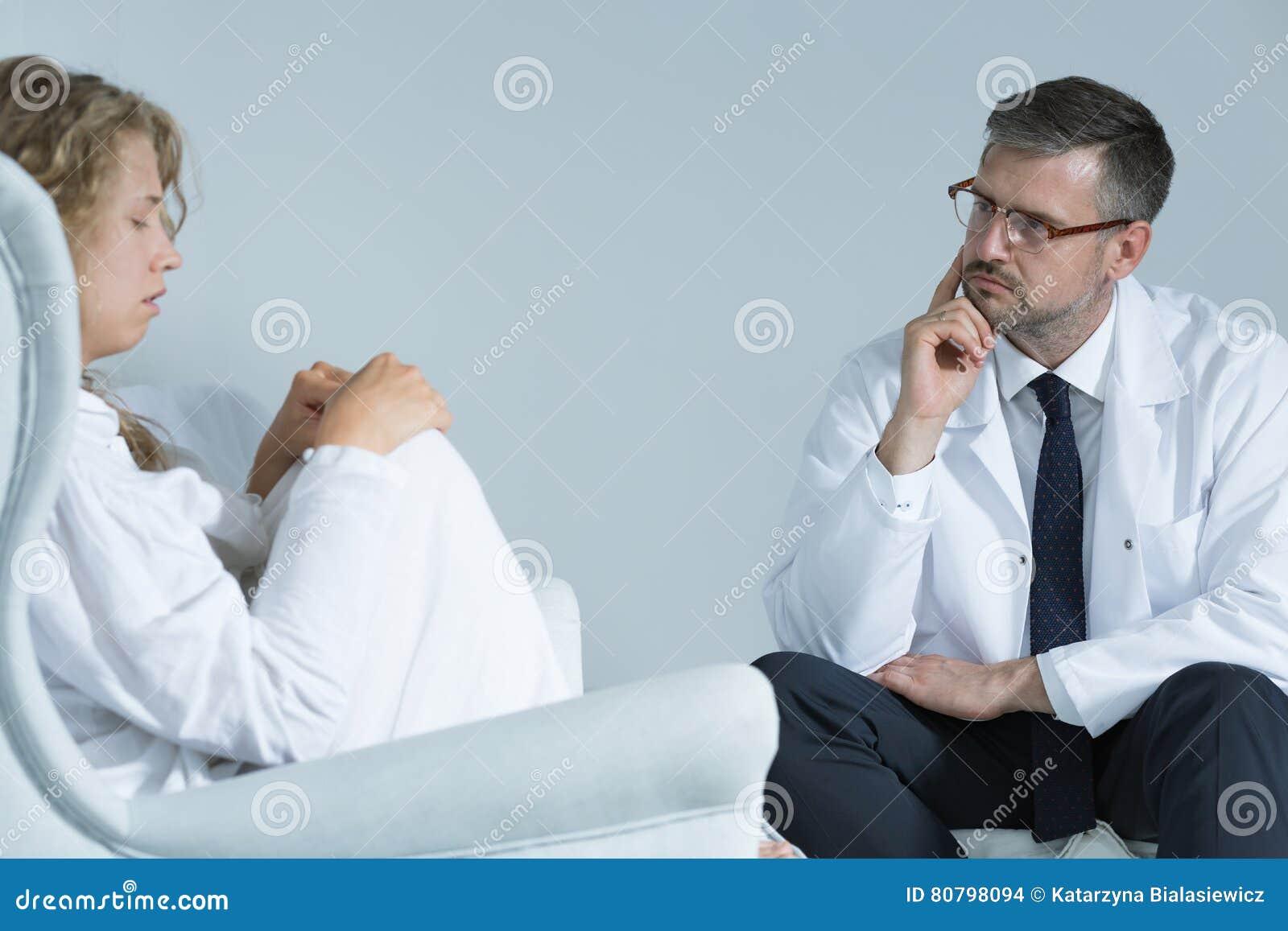 Niespokojna kobieta z psychiatra