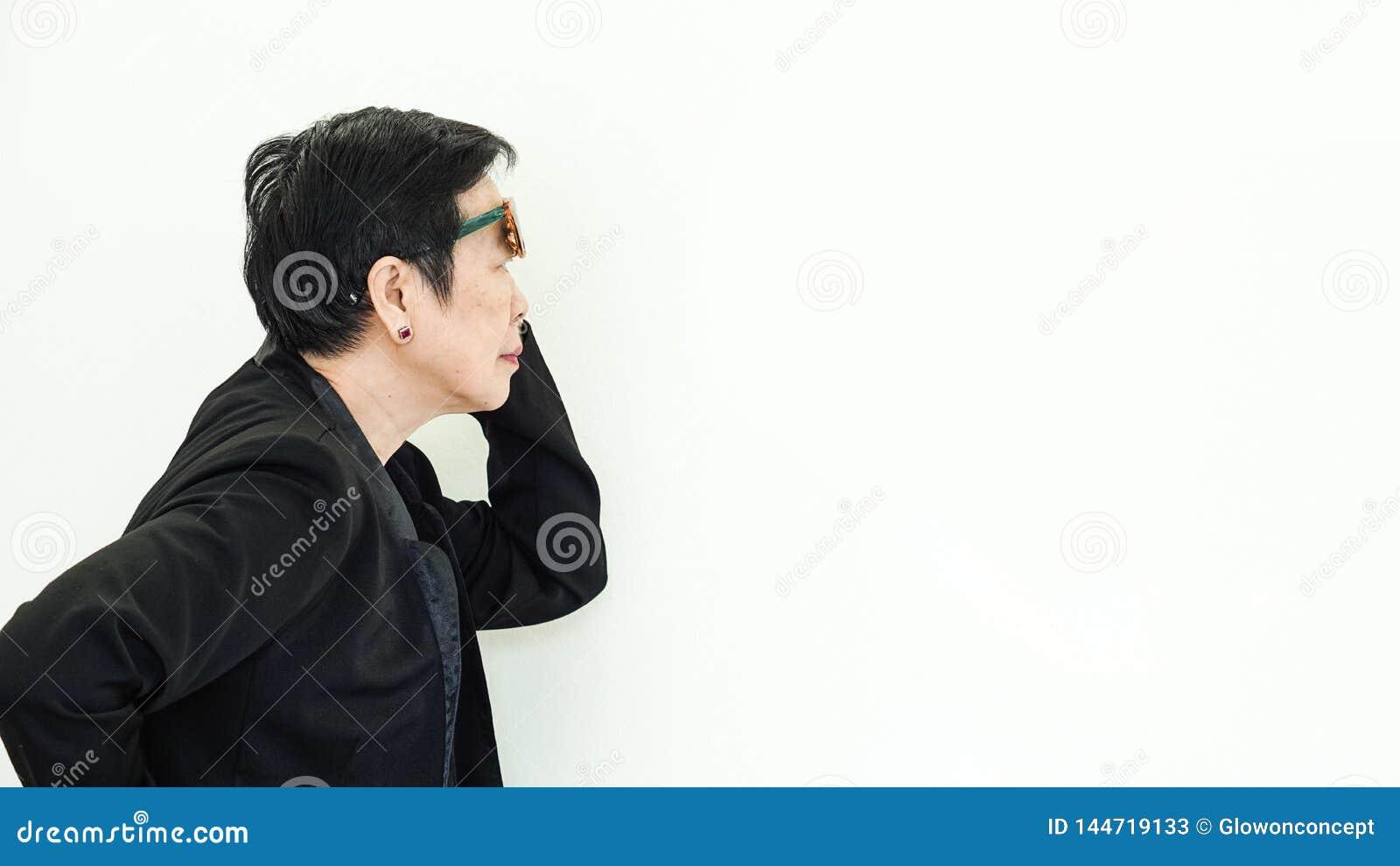 Nieszcz??liwy Azjatycki starszy ??ob?w problem?w wyraz twarzy