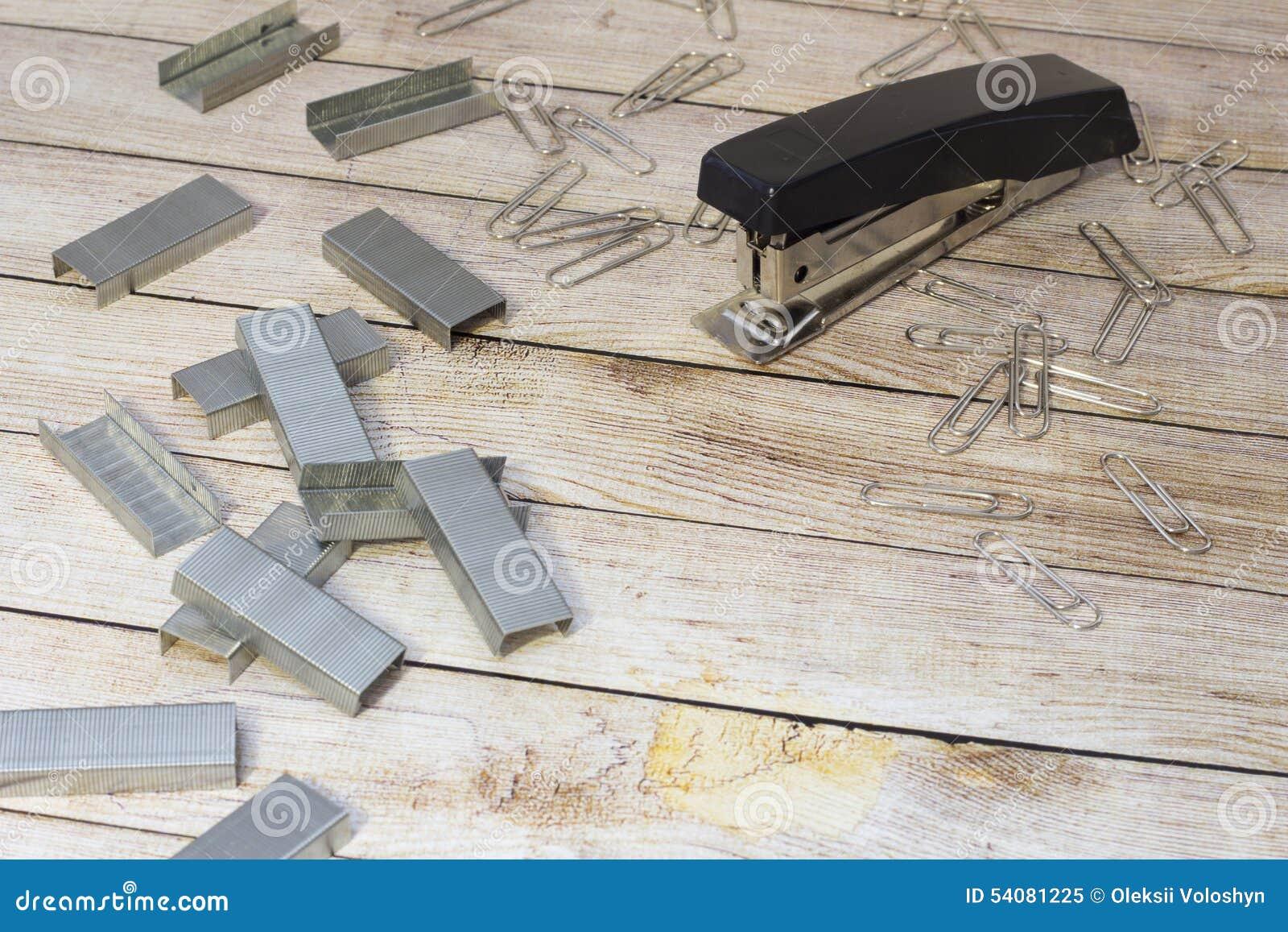 Nietmachine op het bureau