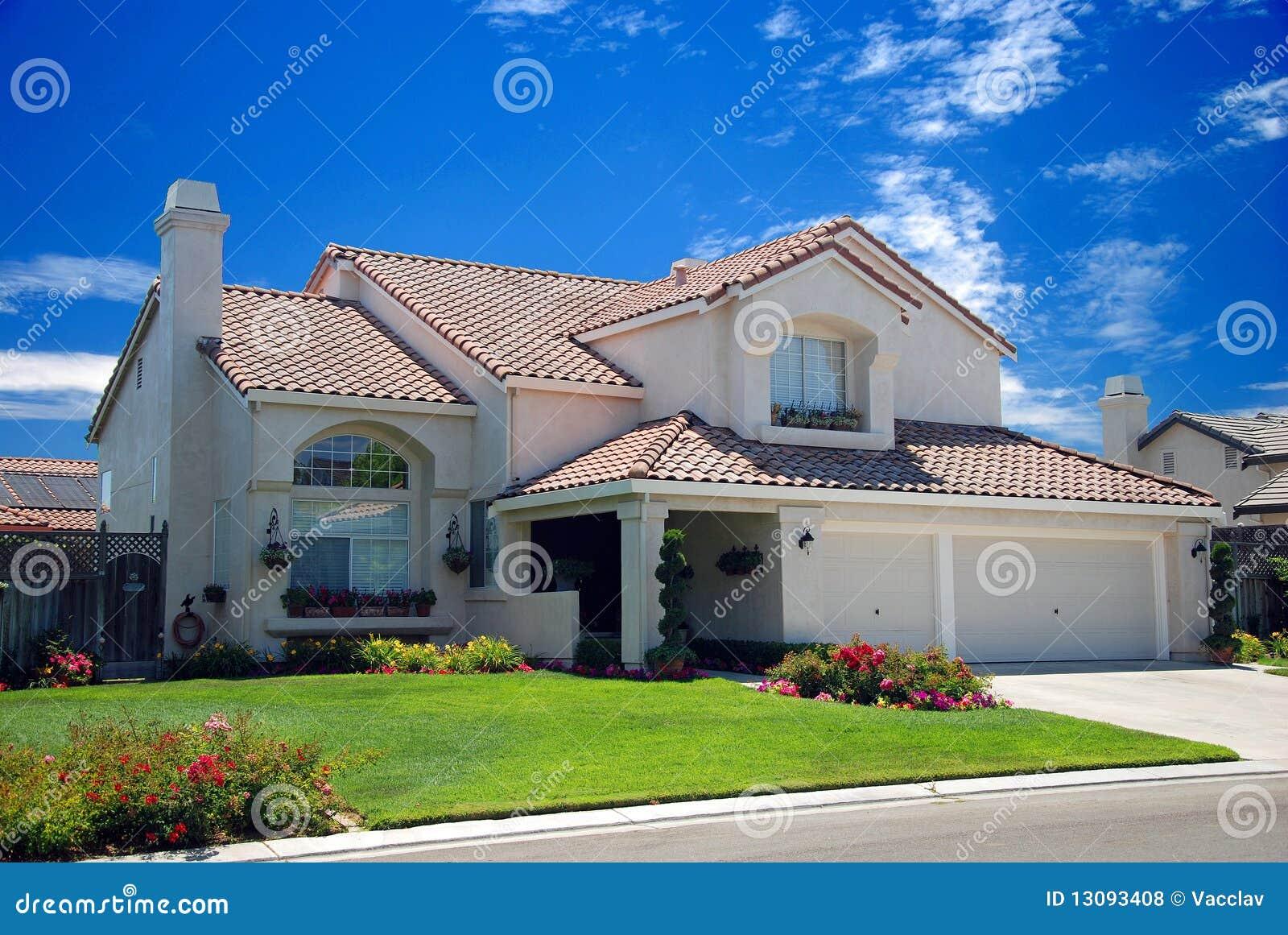 Nieuw amerikaans droomhuis royalty vrije stock foto 39 s afbeelding 13093408 - Mooie huis foto ...