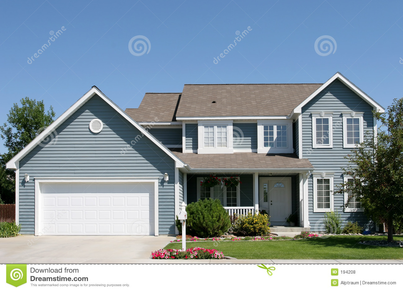 Nieuw amerikaans huis stock foto afbeelding bestaande uit tuin 194208 - Nieuw huis ...