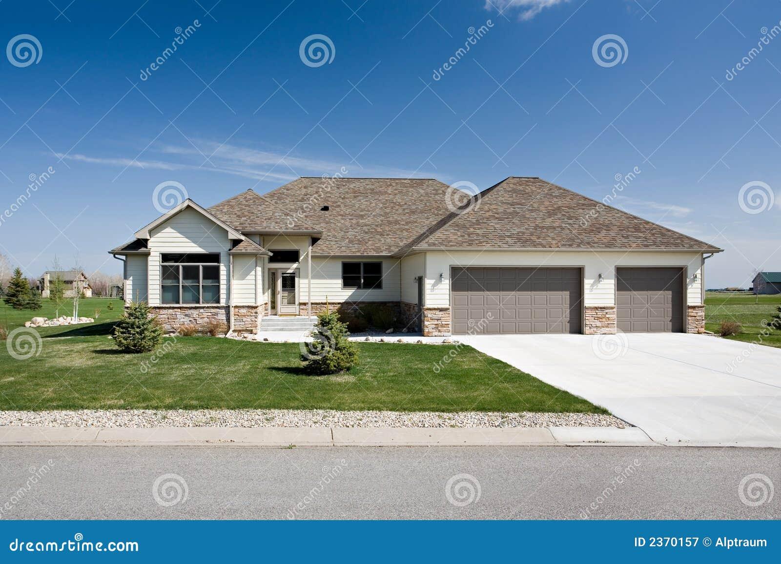 Nieuw amerikaans huis royalty vrije stock fotografie beeld 2370157 - Nieuw huis ...