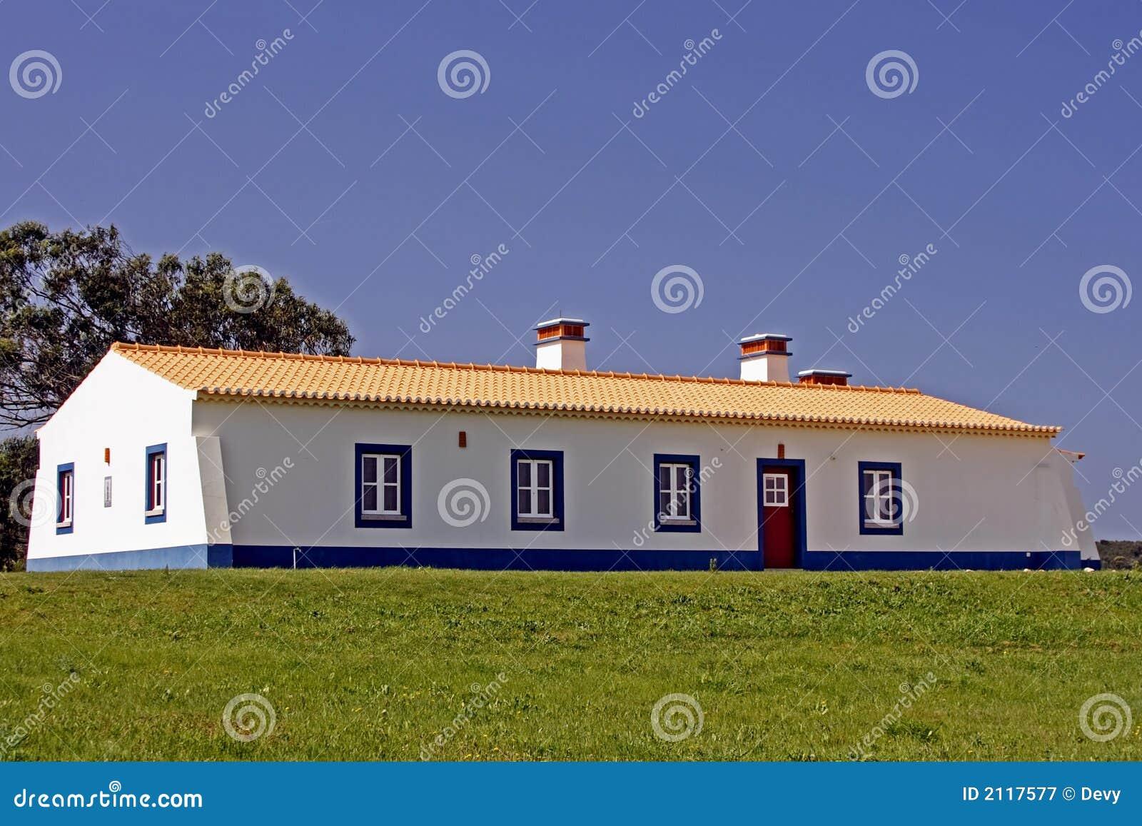 Nieuw gebouwd portugees huis stock afbeelding afbeelding 2117577 - Nieuw huis ...