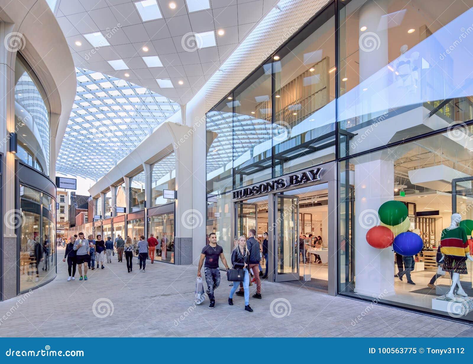 Nieuw Hudson's-Baaiwinkelcomplex in de stadscentrum van Tilburg, Nederland